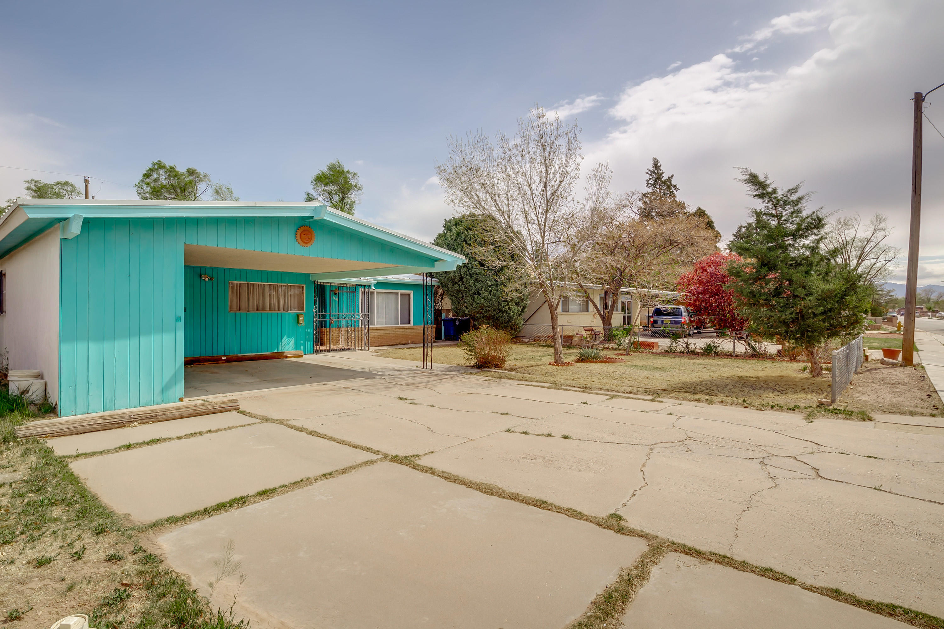 Large North Valley Home, Same Owner since 1971, Quiet Neighborhood, Long time neighbors, Very close to Valley High School!!