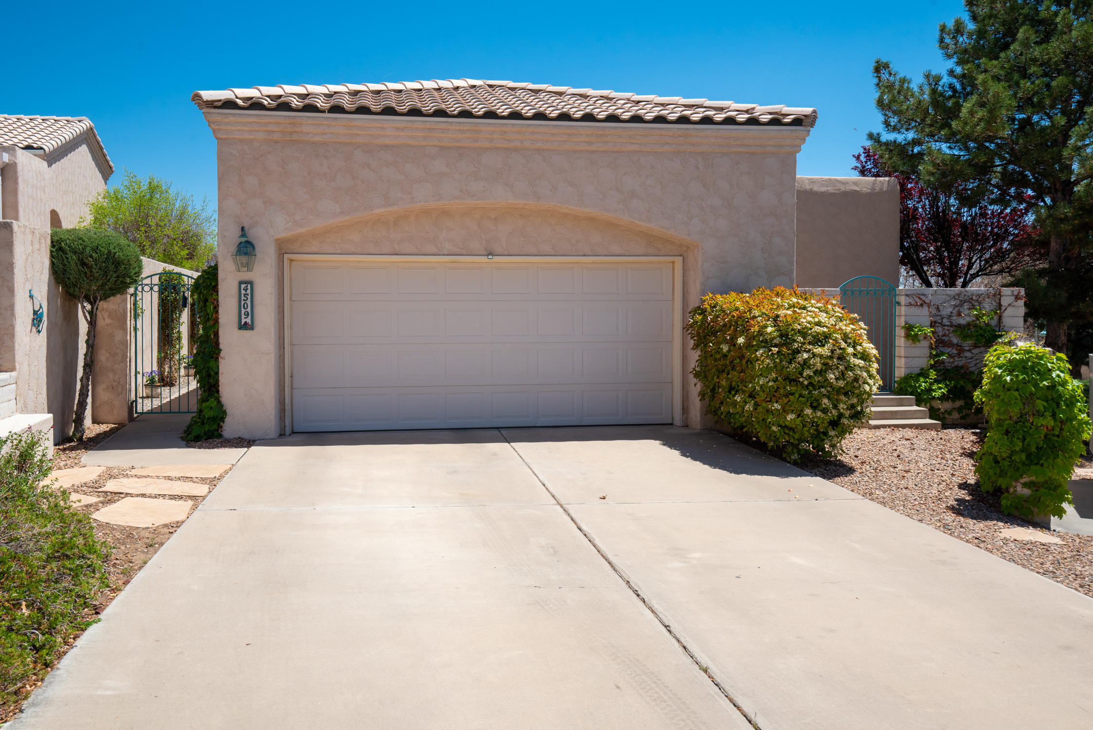 Custom built Leslie Home in gated community on premium corner lot with incredible VIEWS. Detached garden home/totally free standing. Featuring high ceilings & floor to ceiling windows in the open & bright great room w/custom fireplace & huge dining area. Gourmet kitchen w/large walk-in pantry; island; & abundant counter & cabinet space. Master suite features luxurious en suite separate from other bedrooms. Oversized garage with large loft storage area. Roof redone in 2019. 3 covered patios & low maintenance professional landscaping.