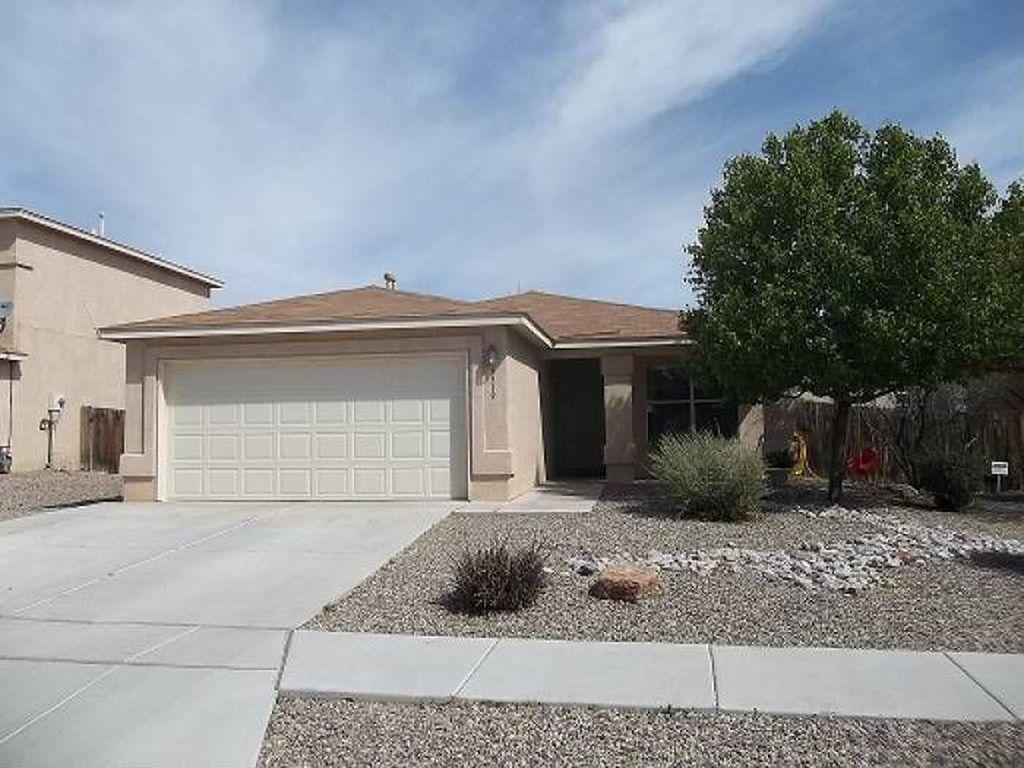 Beautiful home, Exceptional Location, Open Floor Plan, Breakfast Bar, Newer Appliances,FOUR BEDROOM, Separate Master Suitewith Garden Tub, Walk to THE POOL ANDTHE PARK! This Home Will SELL Fast!