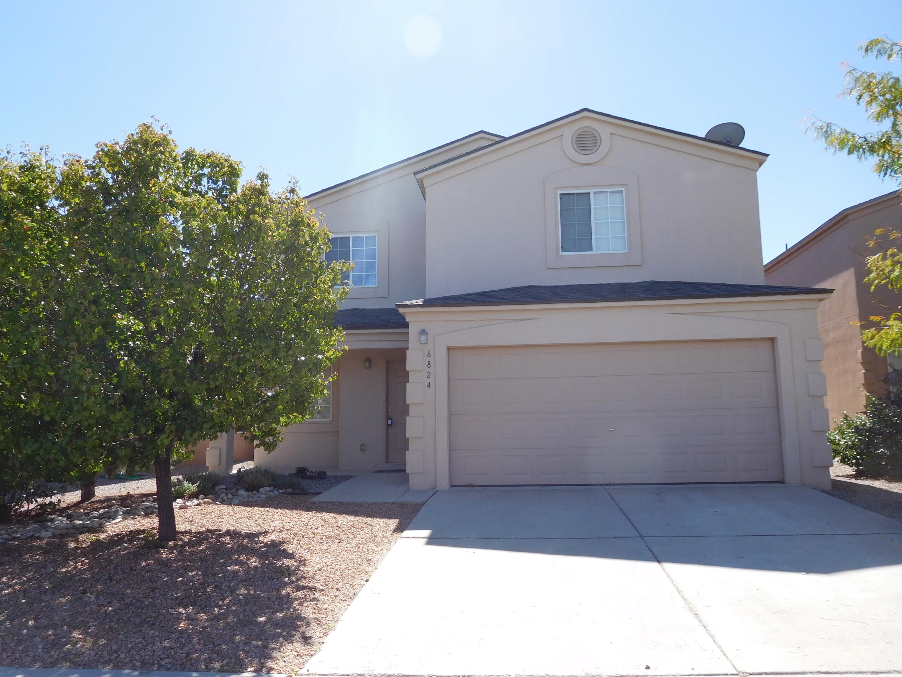 Spacious 3 bedroom 2.5 bath home in great Ventana Ranch location. Two living areas, gas log fireplace, kitchen island and much more.