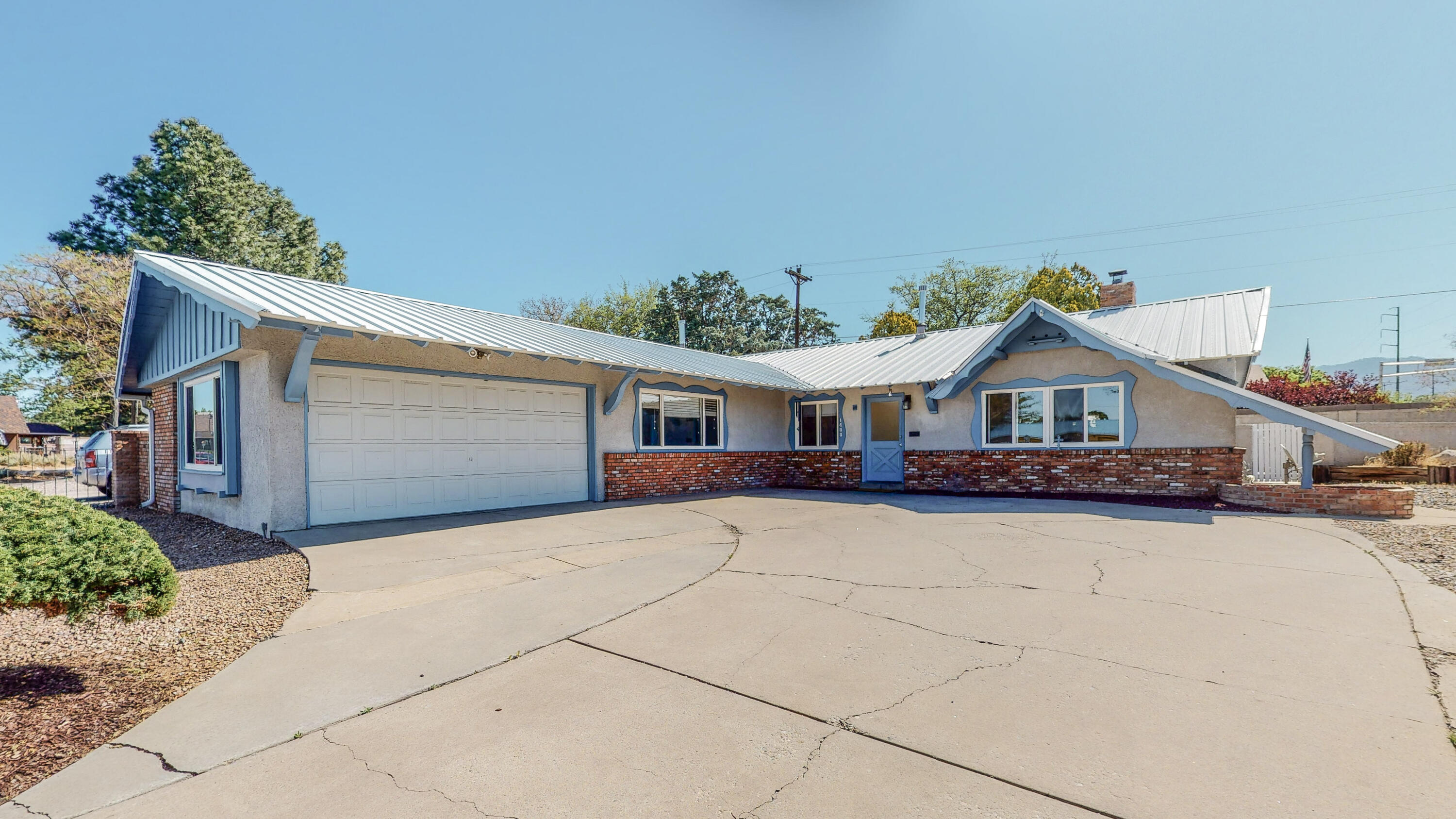 Come see this beautiful 3 bedroom 2 bath home located in Albuquerque's N.E. heights. Your family will enjoy relaxing in the huge family room. Enjoy the convenient location of this property with nearby restaurants and shopping. Home is beautifully maintained schedule your showing today!