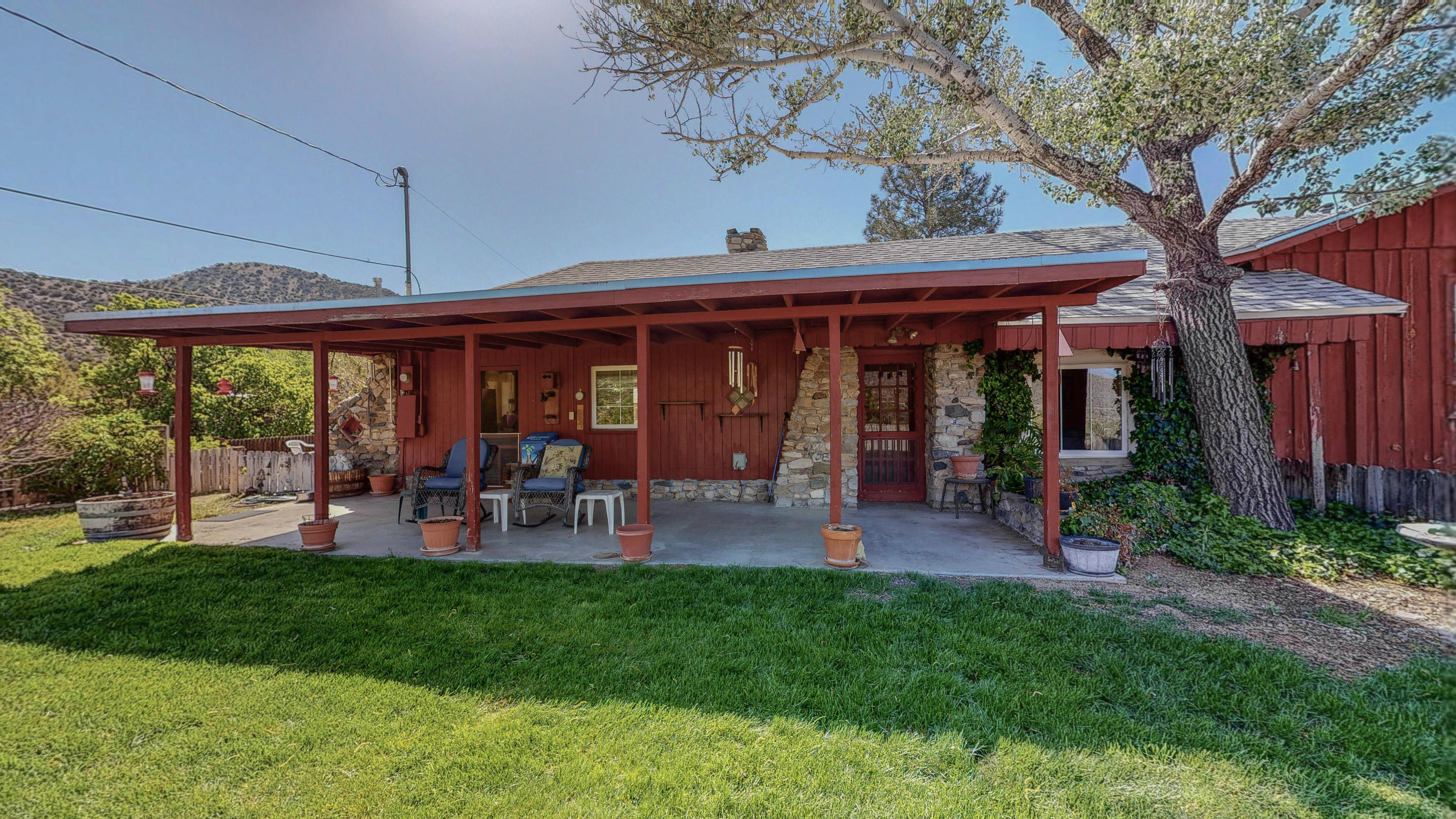 This 2,299 square ft. home set on 1.3 acres has scenic views in every direction with the Manzanos to the South and the Sandias to the North.  One unique feature is that it has a two story barn plus an additional rock storage building.  Vegas adorn two rooms of the home.  The home has a rural feel, but is less than ten minutes from Winrock Center.  This one of a kind home is a must see!