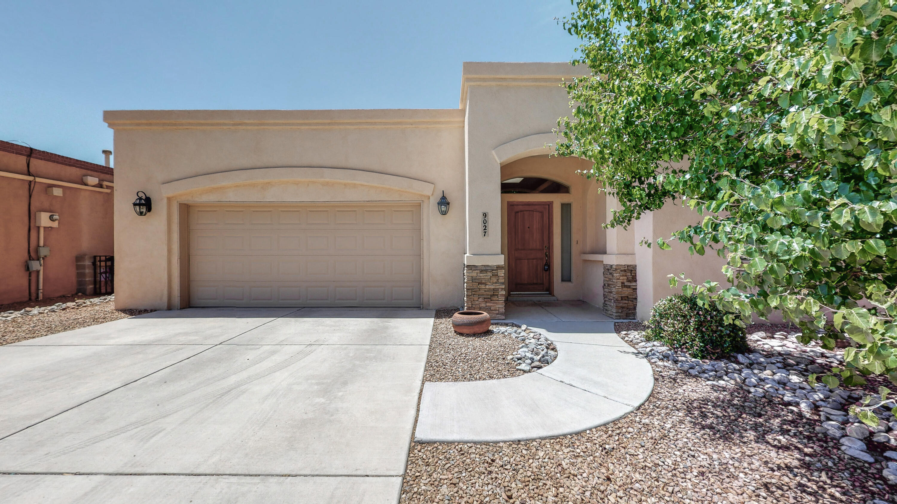 Great location in a desirable NE Heights subdivision for this beautiful custom Lee Michaels home! 4 bedrooms, 2 dinning areas, and a large living area give you ample space to suit your needs. Quick access to Paseo del Norte for shopping, food, and services. Schedule a showing today, this won't last long!