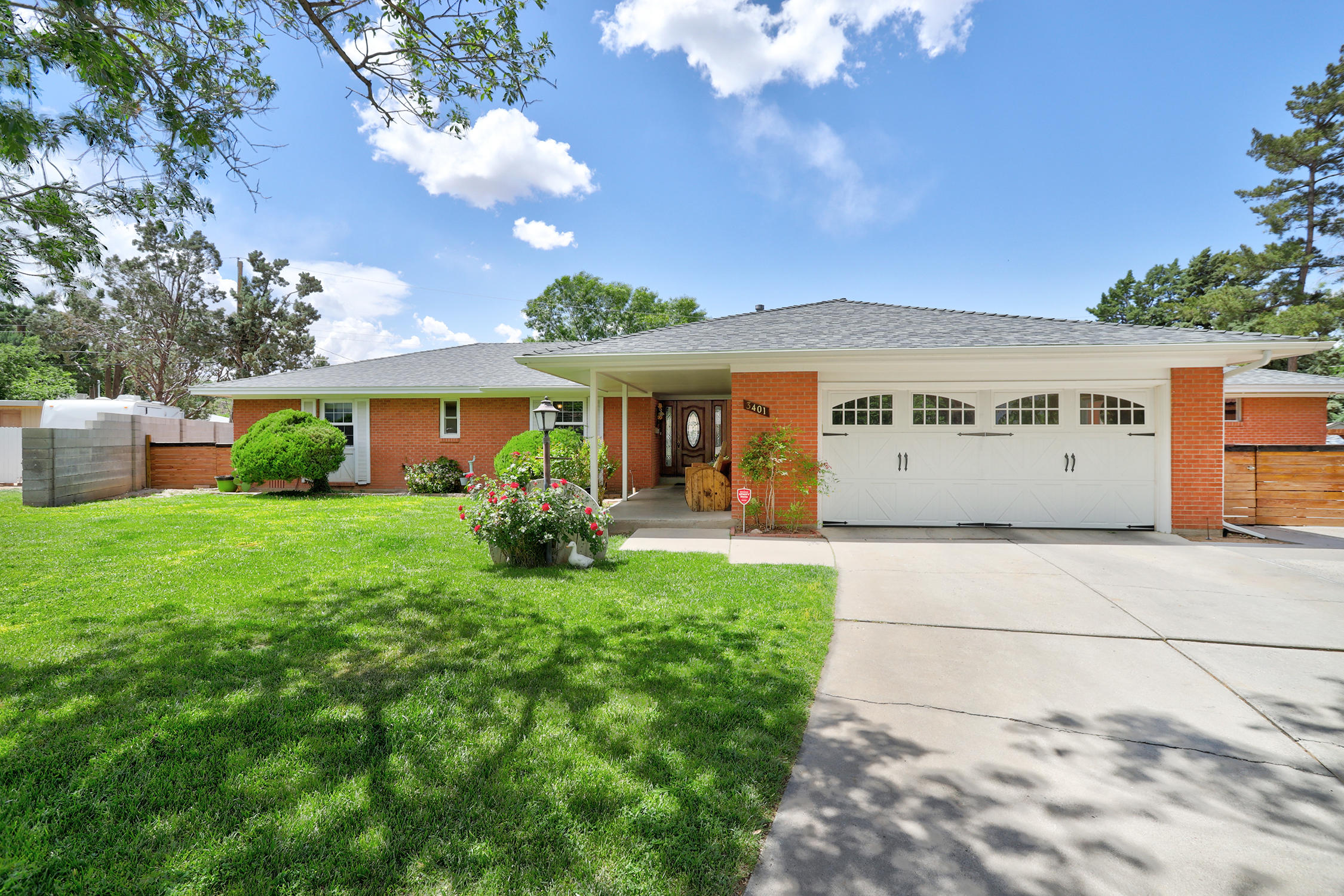 *BUYER DID NOT QUALIFY back on market*Hurry to this REMODELED MOSSMAN situated in a lovely cul de sac. 2 master suites or 3 bed + an in  law suite with its own private entrance & courtyard space. Second master is generously sized w/ BIG walk in closet & 3/4 bath.   So many wonderful upgrades & updates; Complete kitchen remodel w/ new cabinetry, luxury vinyl granite counters, SS appliances , built in desk, all THREE bathrrooms have stylish updated finishes, new roof 2015, brand new evaporative cooler, windows have been replaced, hardwood floors under carpet in 3 bedrooms, living area & hallway.  Backyard is an oasis!   Amazing location is nearby Sandia High School, Arroyo Del Oso Golf Course & endless shopping & restaurants in the area, easy to commute w nearby freeway.