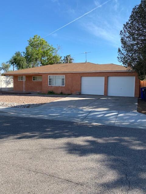 Great location and a lot of upside potential in this home. Nice floorplan with 2 living areas. Spacious bedrooms. The master bathroom has been updated. Tenant occupied util recently so there is a possibility to buy as an investment, flip, or owner-occupied.