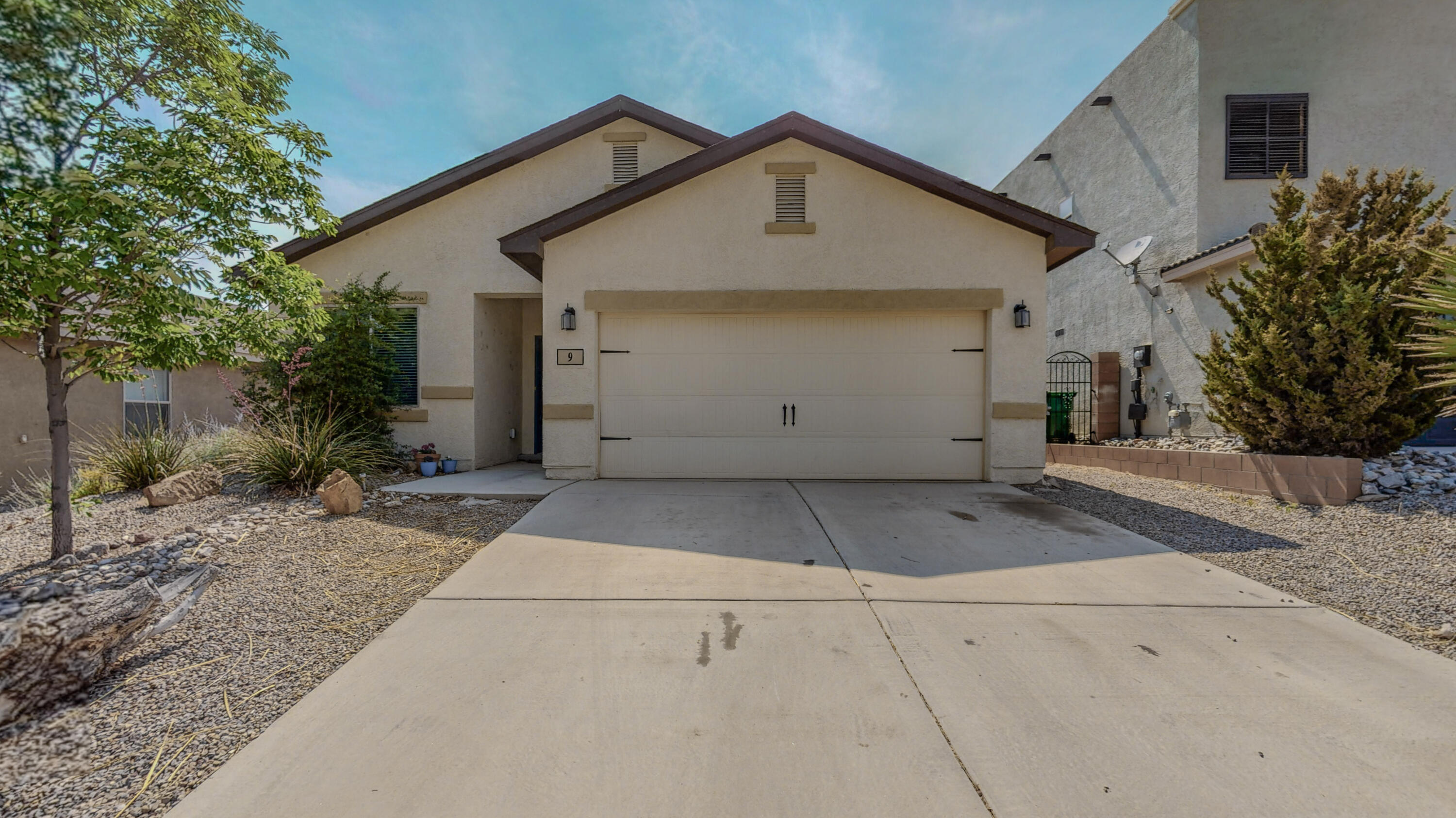 This one won't last. Open floorplan that boasts Stained maple cabinets, Granite countertops, all new flooring and new paint. Split floorplan puts one bedroom up front, perfect for a home office. All in a super quiet neighborhood.
