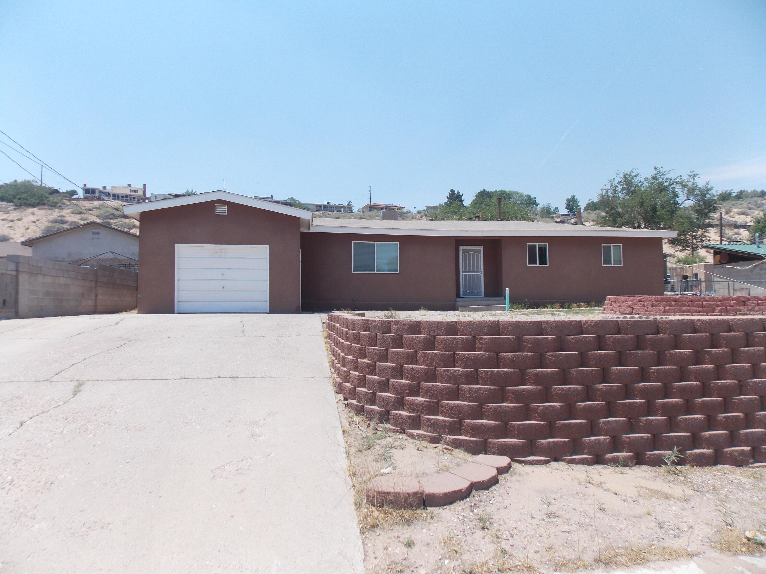 Move in ready  home, home is on a   quarter acre, 4 bedrooms, with new windows, new flooring, back yard access, remodeled bathroom, new kitchen and granite counter tops. big lot near the park. enjoy the large lot for all your entertaining needs. new water heater.