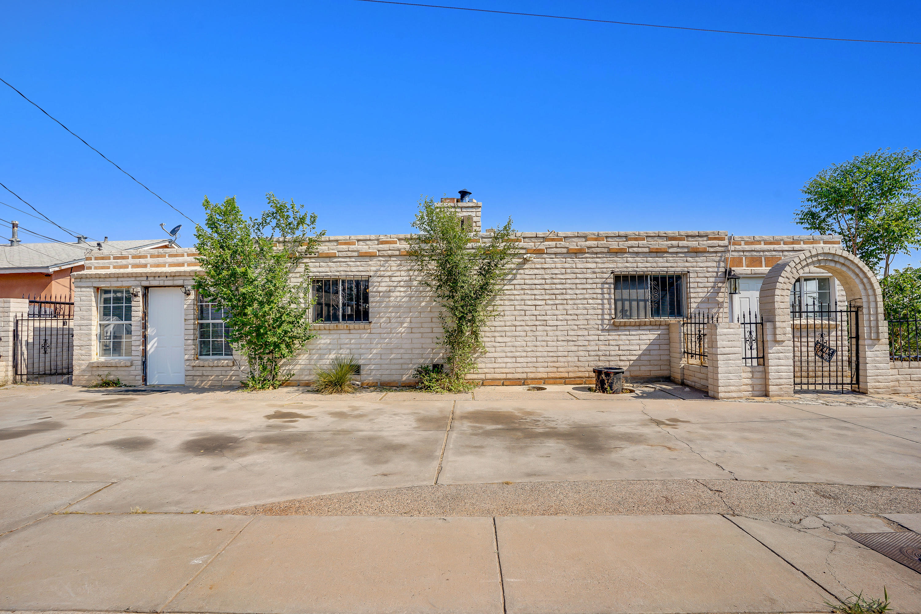 Great opportunity for a buyer looking for a fixer upper or an investor for a fix & flip or fix & hold! This bright & open home with a large living & dining room, huge kitchen, 2 bedrooms, 2 bathrooms. large den, Spacious backyard with a covered patio and wide-open views of the Sandias and Sangre de Christos. Don't miss out on this one, make an appointment to see it today!
