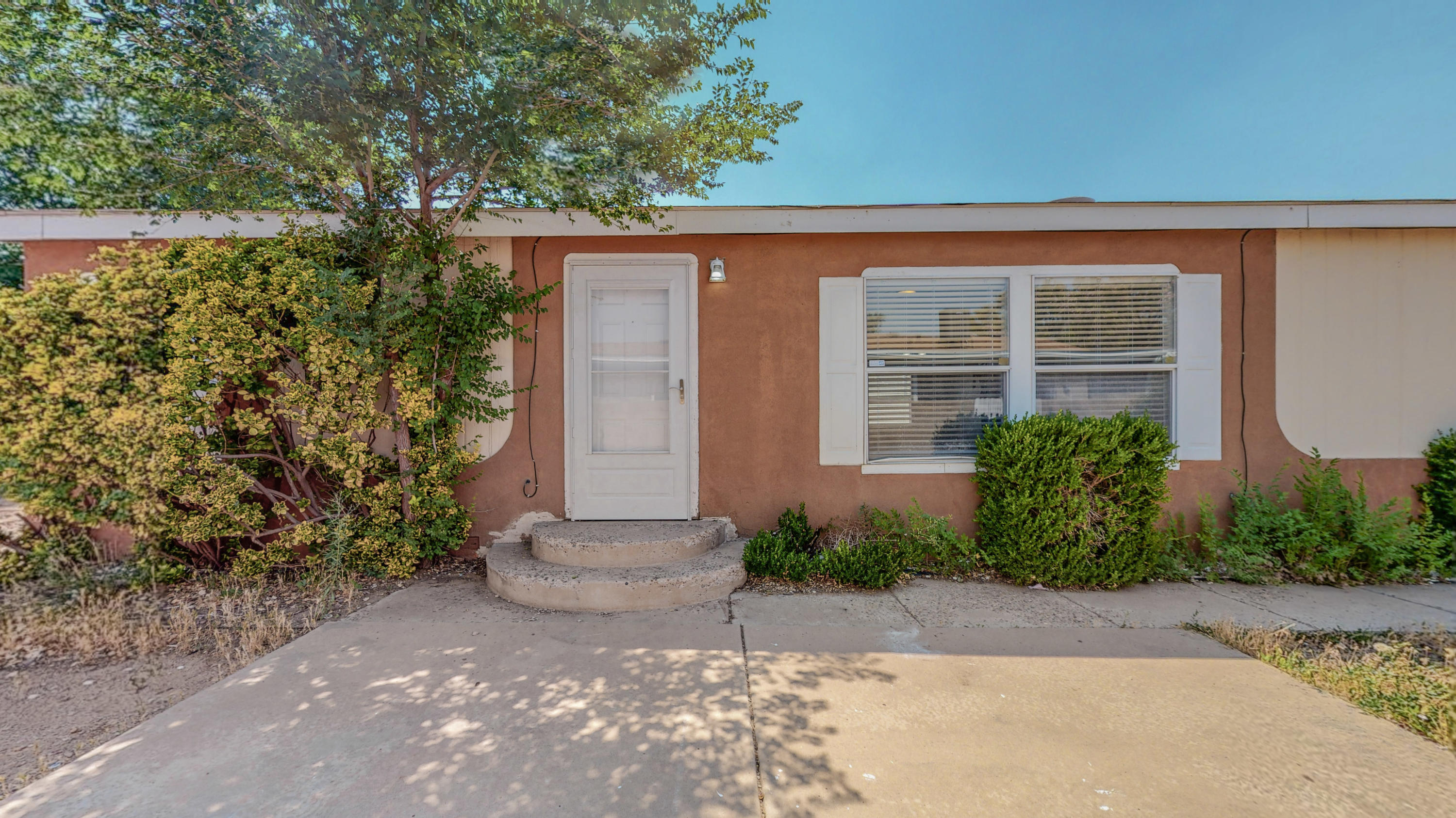 Perfect starter home for an amazing price! This home features a nice sized backyard with shed, large living area and nice sized bedrooms. Conveniently located to the freeway and shopping. Come make this home yours today!