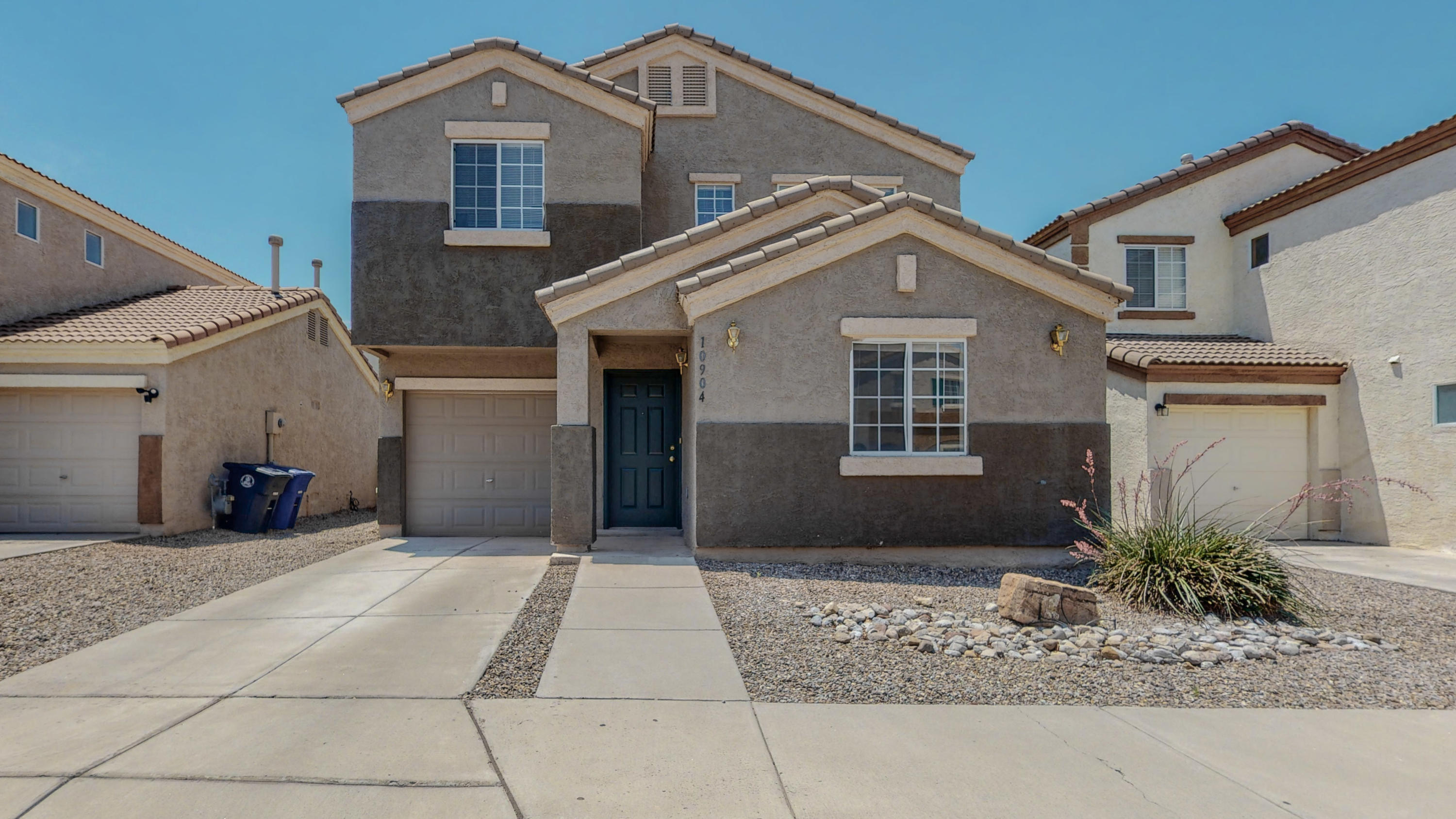 Delightful home located in the Longford Gated Community.  Close to Kirtland AFB, Sandia Nat'l labs as well as many shopping locations.