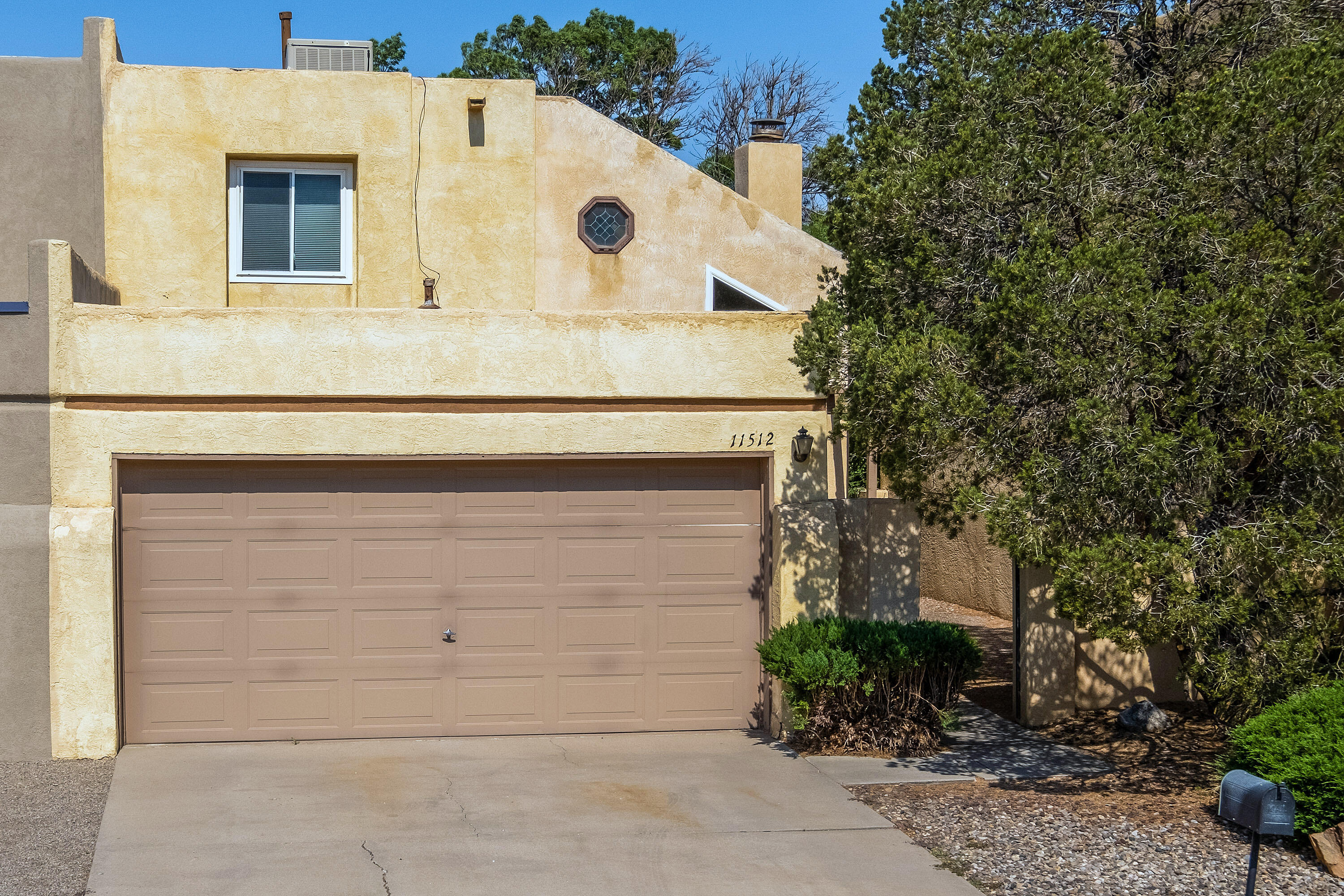 Townhome living with out the HOA! Easy commute to base, Labs and Medical from Juan Tabo and Menaul. Well maintained 3 Br 1.5 Ba and 2 car garage. Soaring ceilings with sky lights, fireplace for cozy winter nights. Tucked away in a cul-de-sac yet easy access to shopping and entertainment!