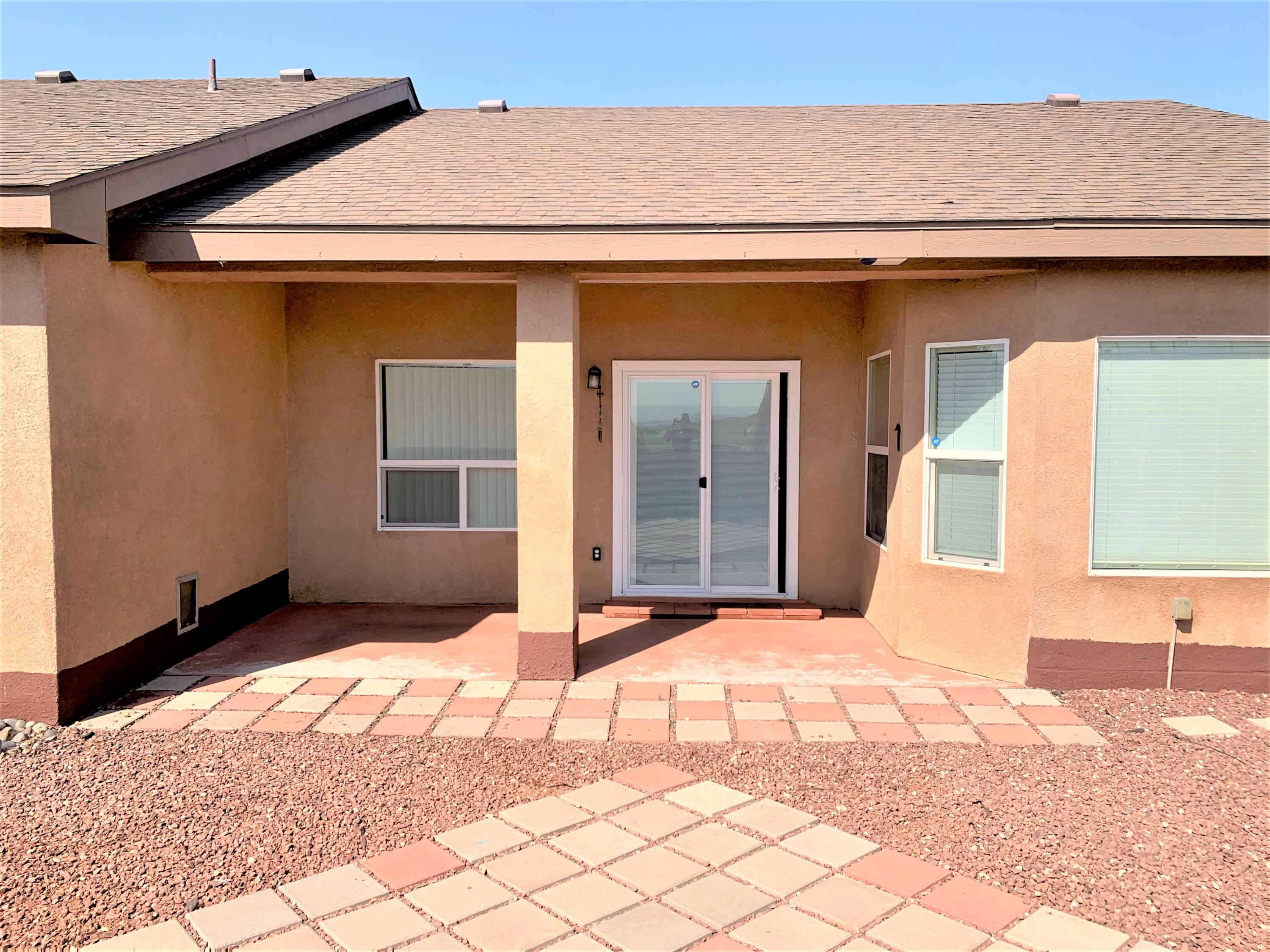 Large living room & formal Dining room. 4 bedrooms in the area for under 300K .Close to schools, shopping & HWY access.
