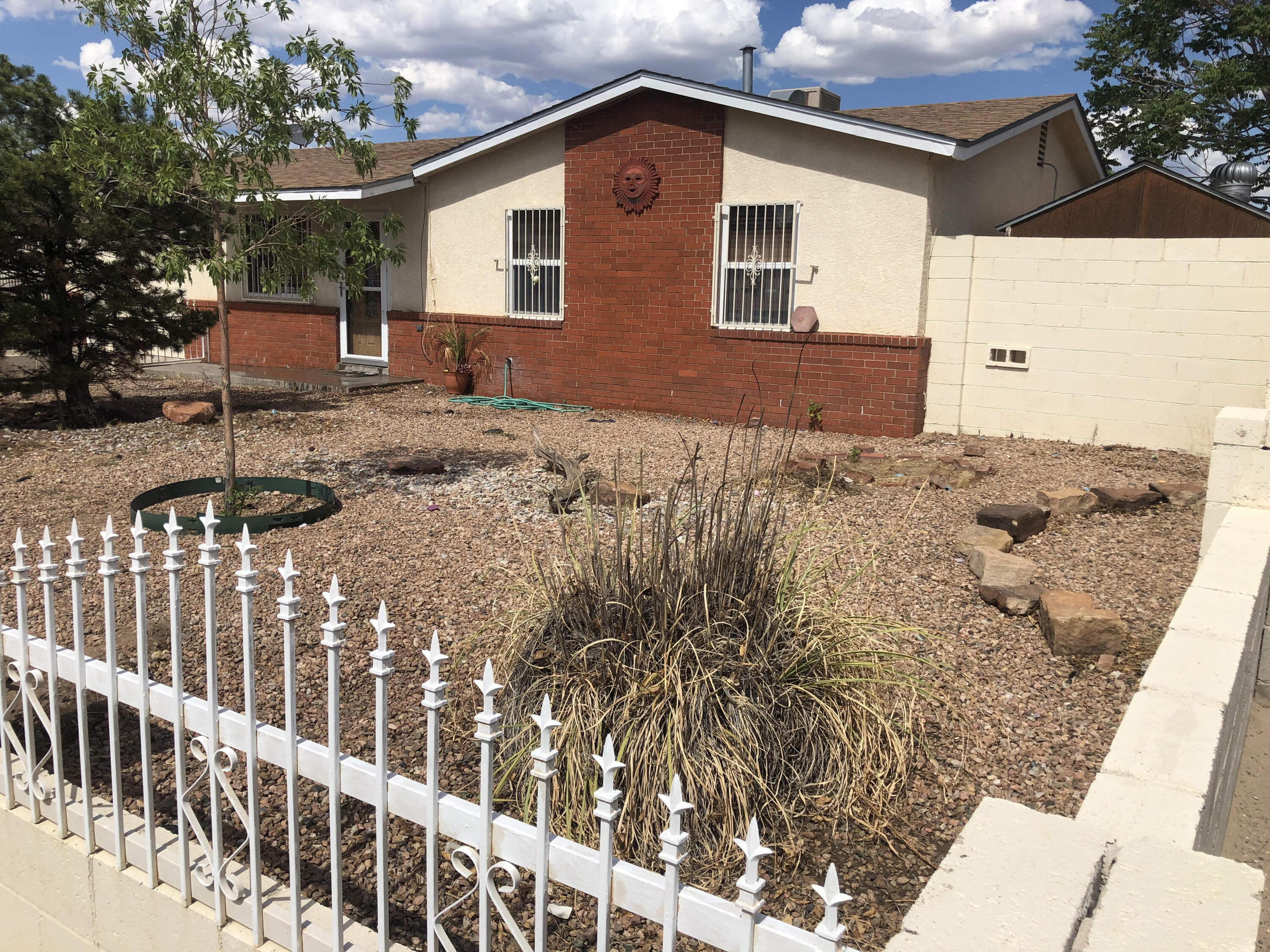 Great House in the Westgate Heights area, close to schools, parks,, quiet street, Seller is Selling as is, investor special!open to offers.