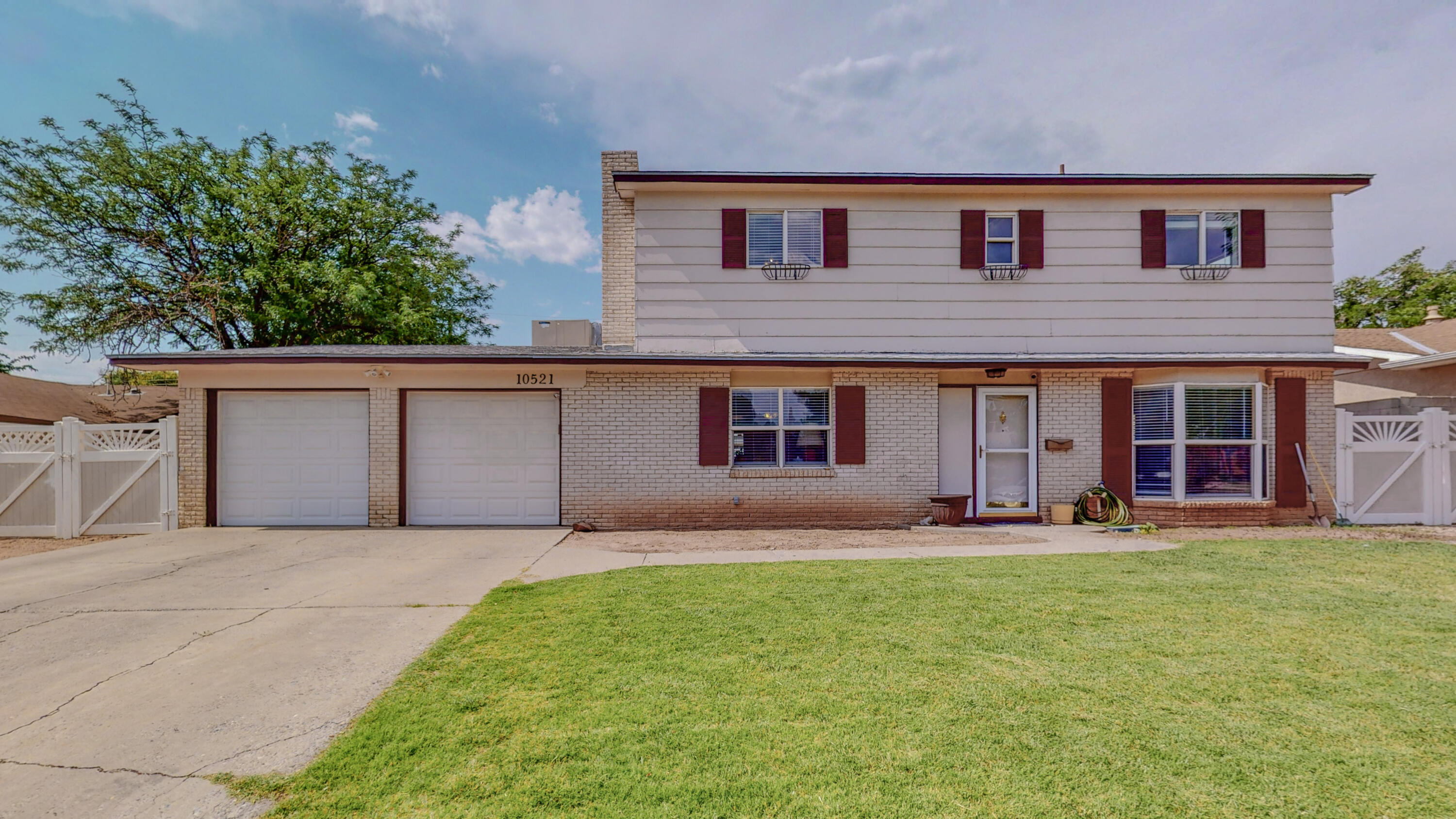 Don't miss this spacious 2 story home in the NE heights. Tons of space for the whole with 2 living areas downstairs and large backyard. This home offers a laundry area with enough space to be used as a craft area or office. Easy access to shopping and restaurants. Schedule your showing today!