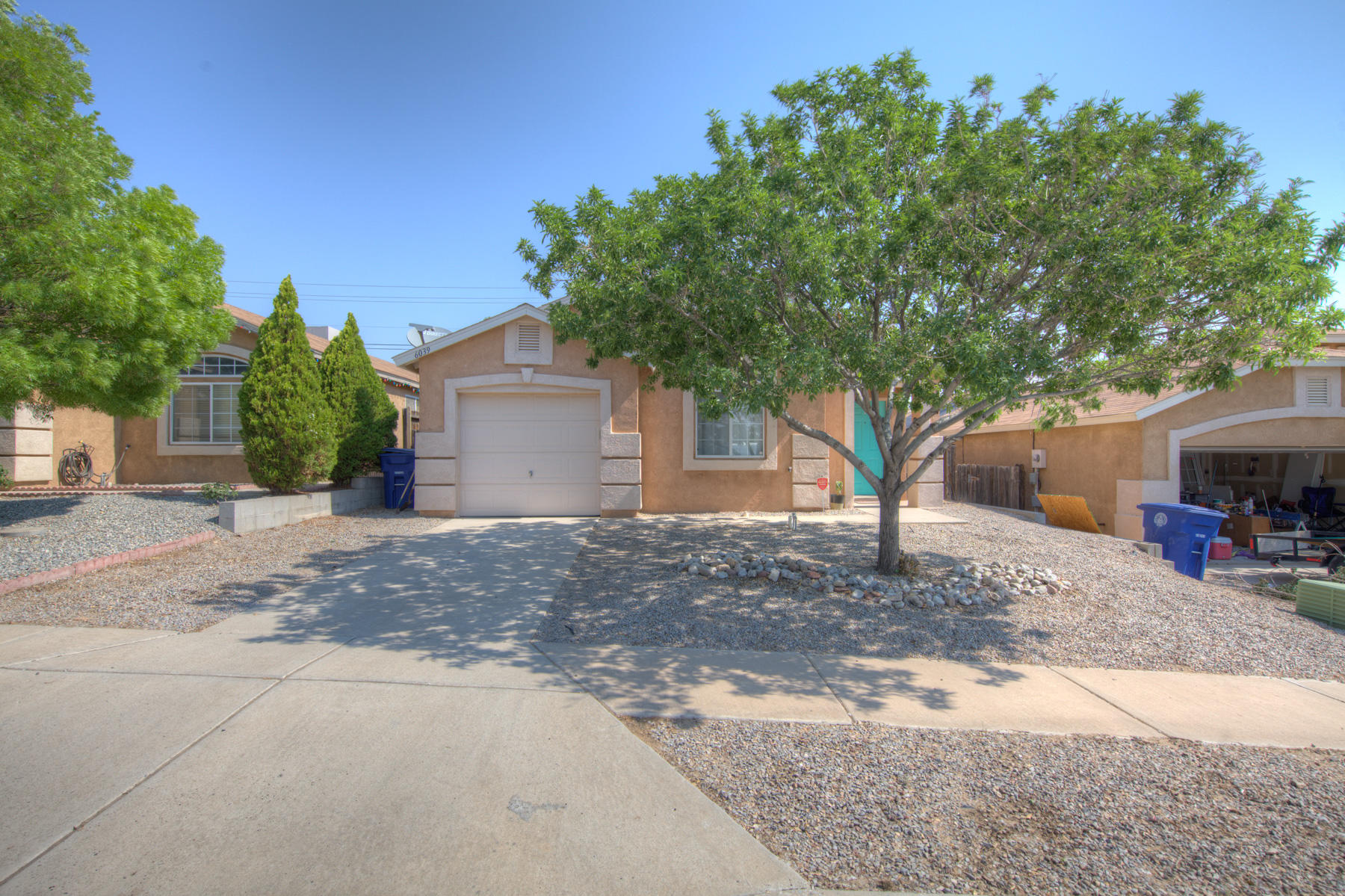 Welcome to this wonderful 2 bed 2 bath home. No carpet throughout! Stainles steel appliances. Close to shopping, restaurants and Rust Medical Center. Come check it out today.
