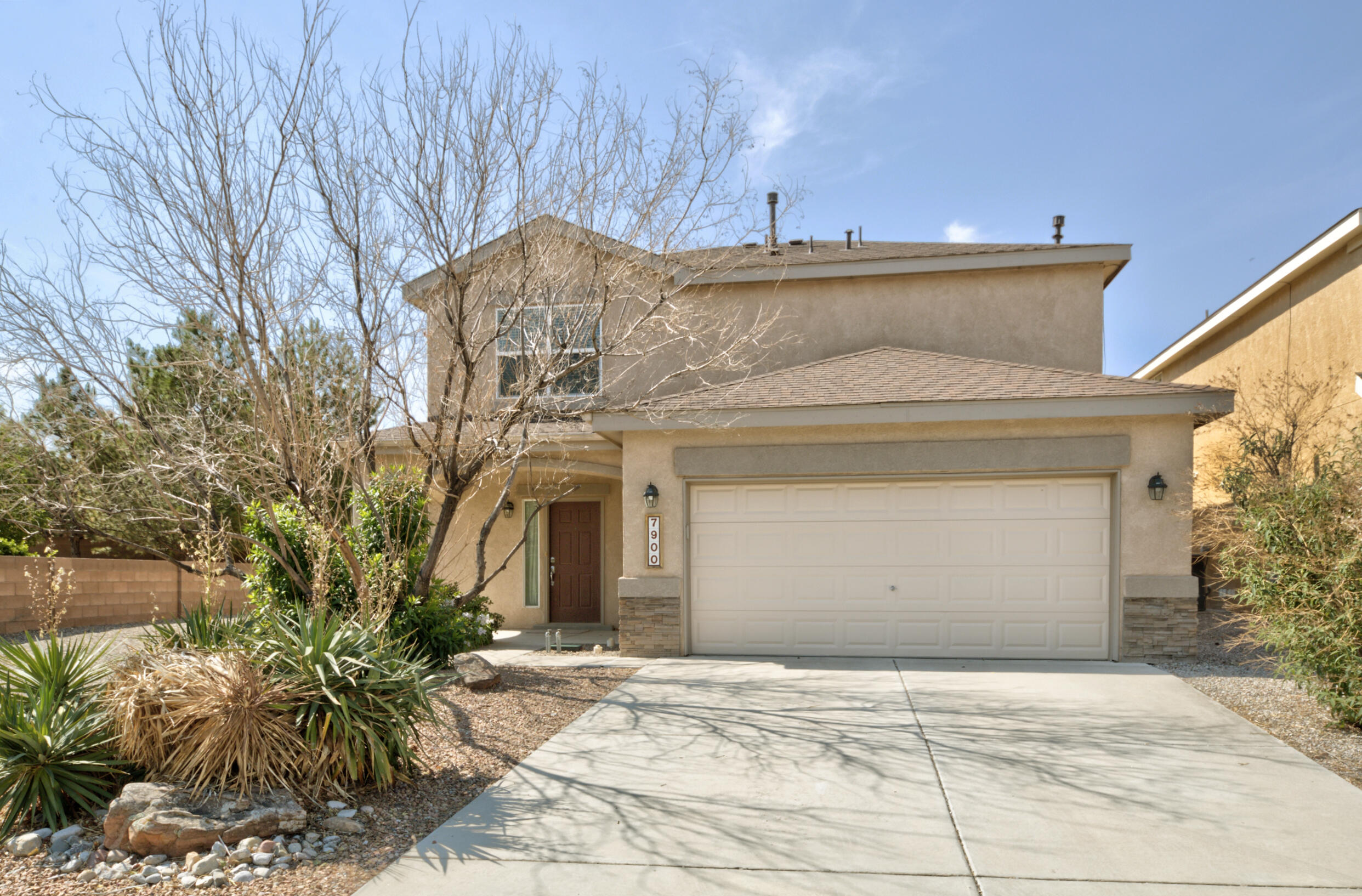 Great 3 bedroom 2 story home in Ventana Ranch. New carpet throughout. Solid surface kitchen counters. Large bedrooms upstairs. Rocked back yard. All appliances convey. Vacant and ready for new owners!