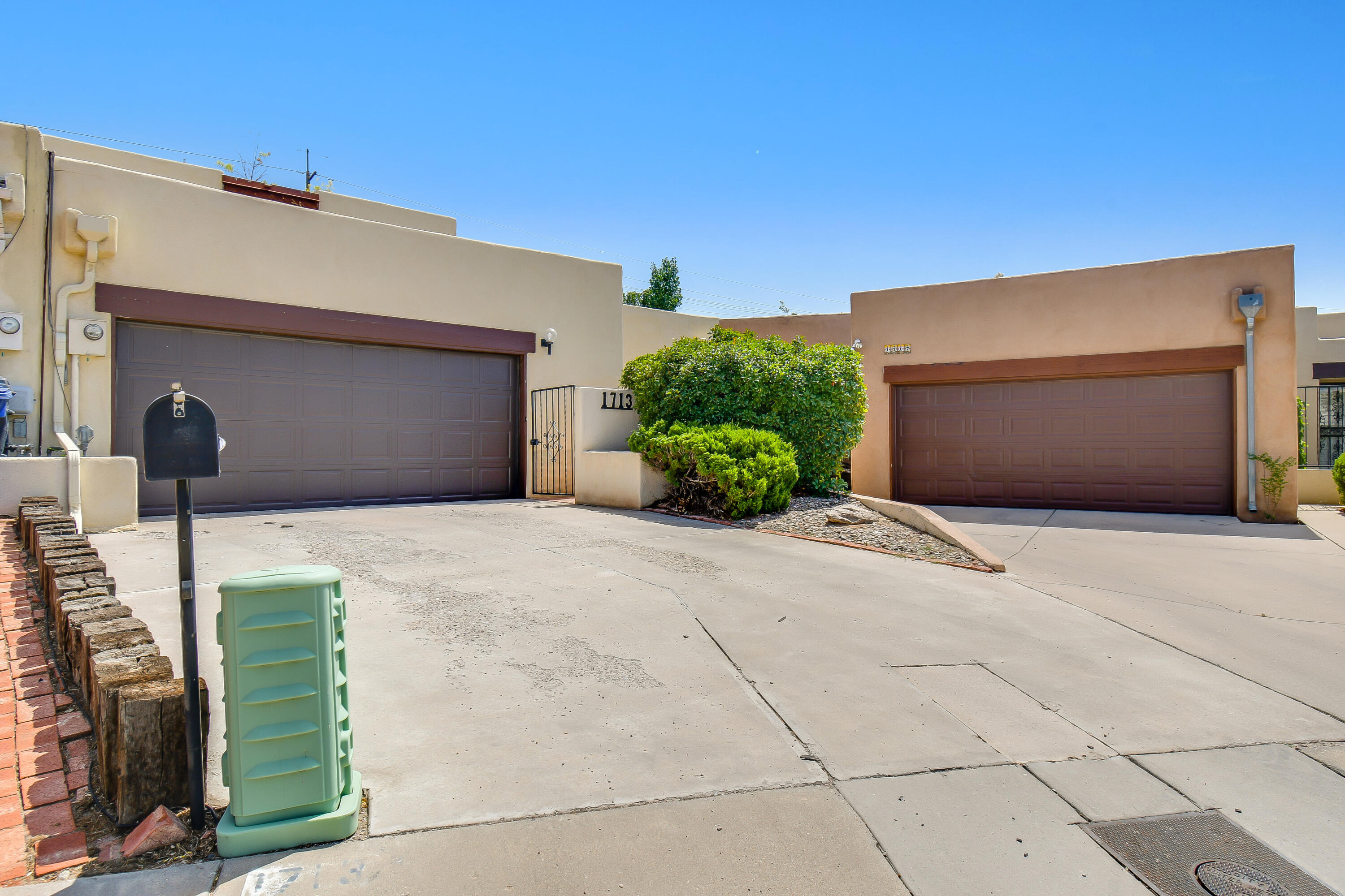 Come see this beautiful Townhome located in the highly sought after UNM area.  This home has a great open floor plan. Large walk in closets. Bonus/Workshop area with shelving & sink with running water in Garage. Great views from upstairs Deck. Low maintenance landscaping with a lovely covered patio in the back. Convenient location is close to I-40, shopping and restaurants. Schedule your showing today!