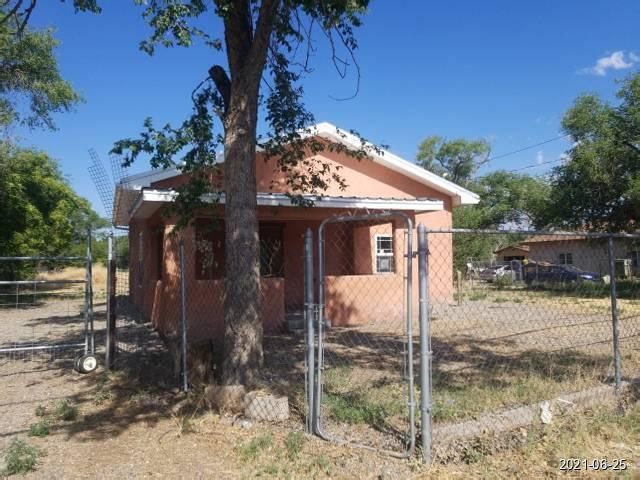 Sitting in 0.33 acre lot is this cute home along Isleta Blvd, featuring 1 bedroom and 1 bath. Interior boasts high ceiling and open floor plan. Schedule your showing today.