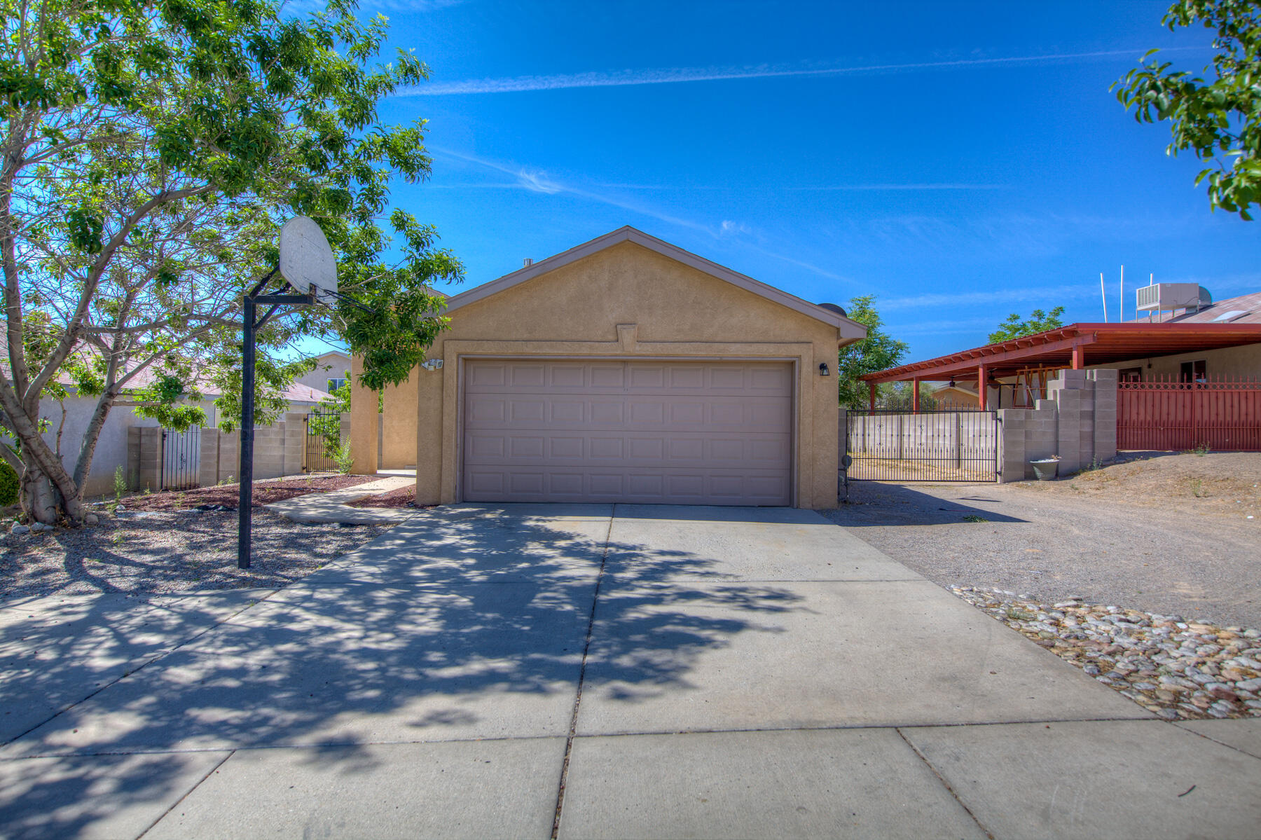 Great single story home  by FTS Construction.Home features 3 ample sized rooms with 2 full baths with Backyard access. Close to major streets and 1-40 West.