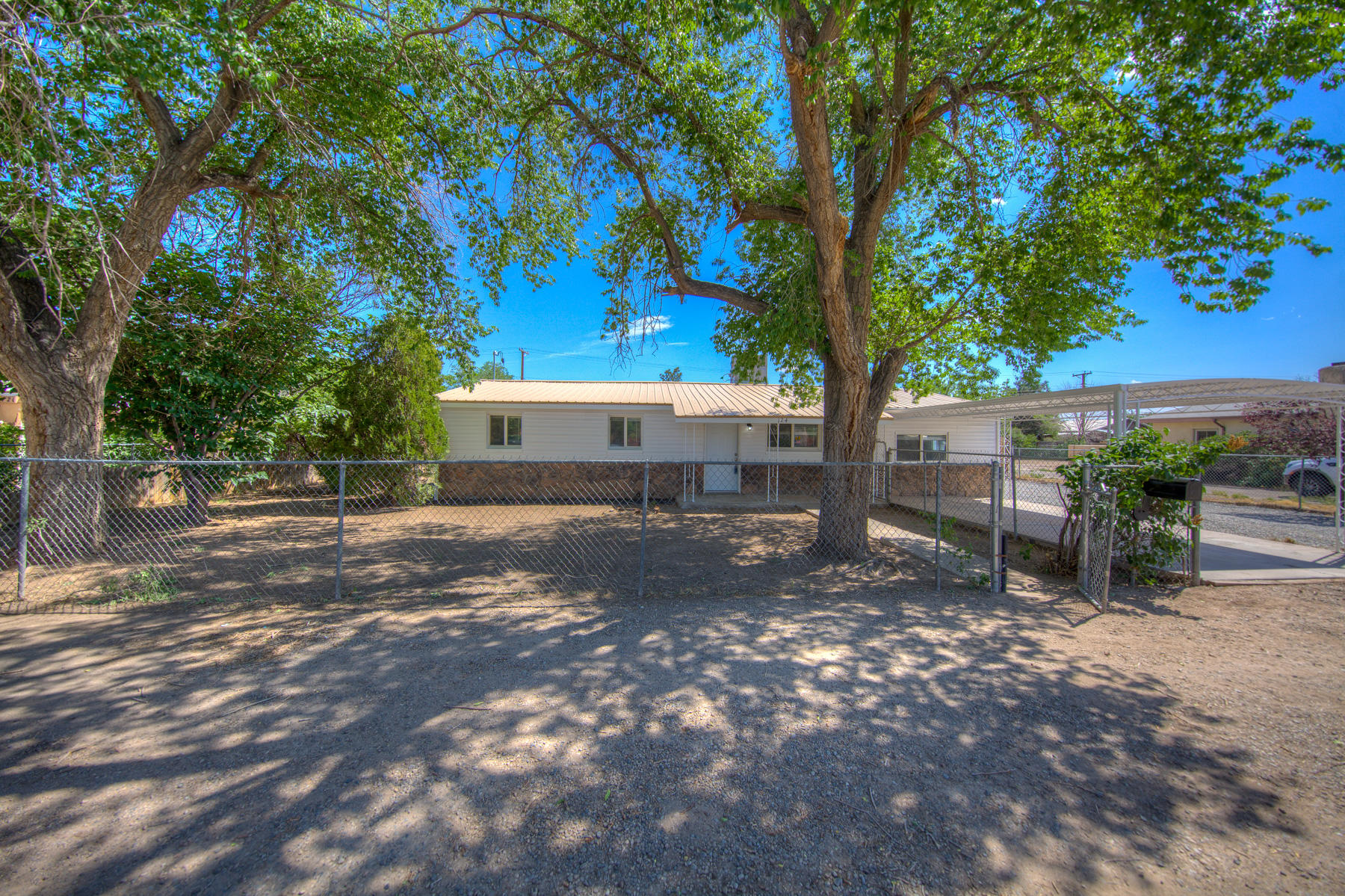 Welcome to this beautiful North Valley Home! New floors, new paint, new cabinets. Back yard access! Come bring your toys and see your newhome today!
