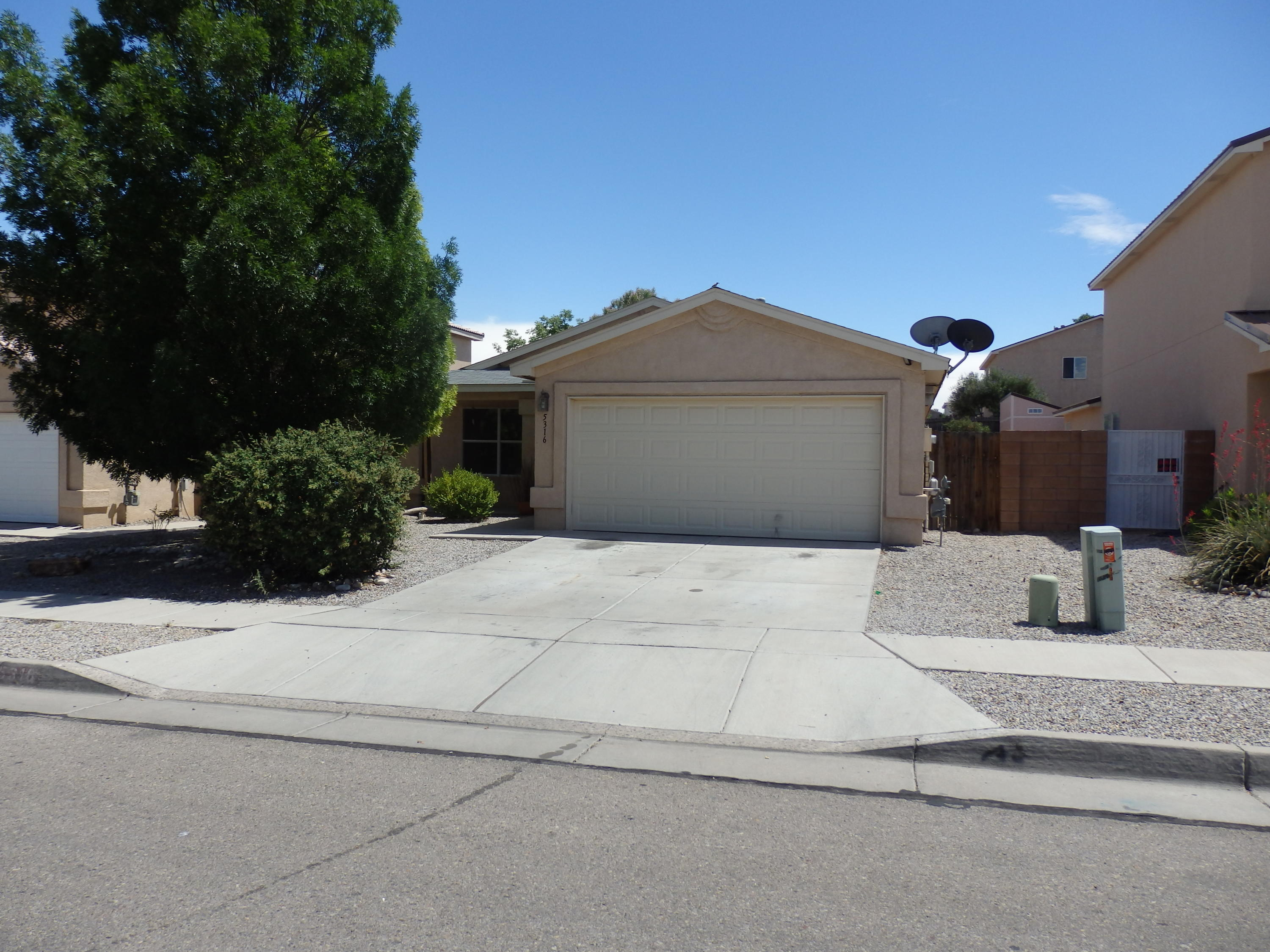 Opportunity knocks for this 4 Bedroom in Stonebridge with a community pool. Extended Patio 18x15. Needs some TLC. Light and bright with open floor plan. Cool backyard. Walking Trails, Cottonwood Mall, Rust Pres. Hospital and Medical Offices all close by.