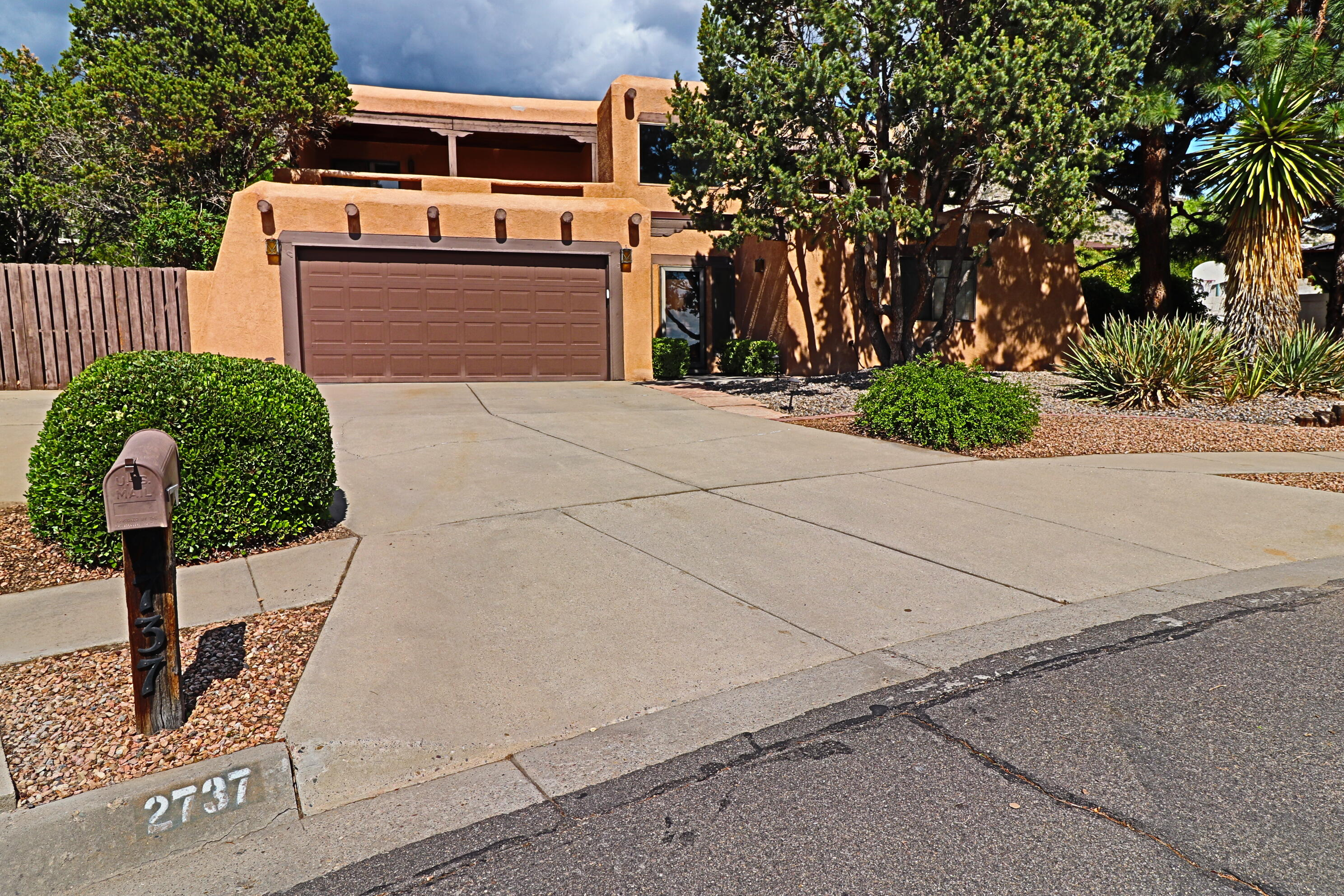 4 bedroom Custom home located in foothills on a large cul-de-sac lot with Mossman gunite pool with deep end for diving* Observe the pool, large backyard, & views east from the covered deck*Also enjoy sunsets & vistas west from the 2 front cov'd balconies off the MBR and Great room*There is also a den or office with wood floors off the kitchen & a formal dining room downstairs*Great Room has wet bar & Kiva wood-burning fireplace*Two furnaces and programmable Breezeair coolers, IB roof, some new windows, & dishwasher are some of the updates*Solid wood interior doors, 3 walk-in closets, and brand New Carpet!!
