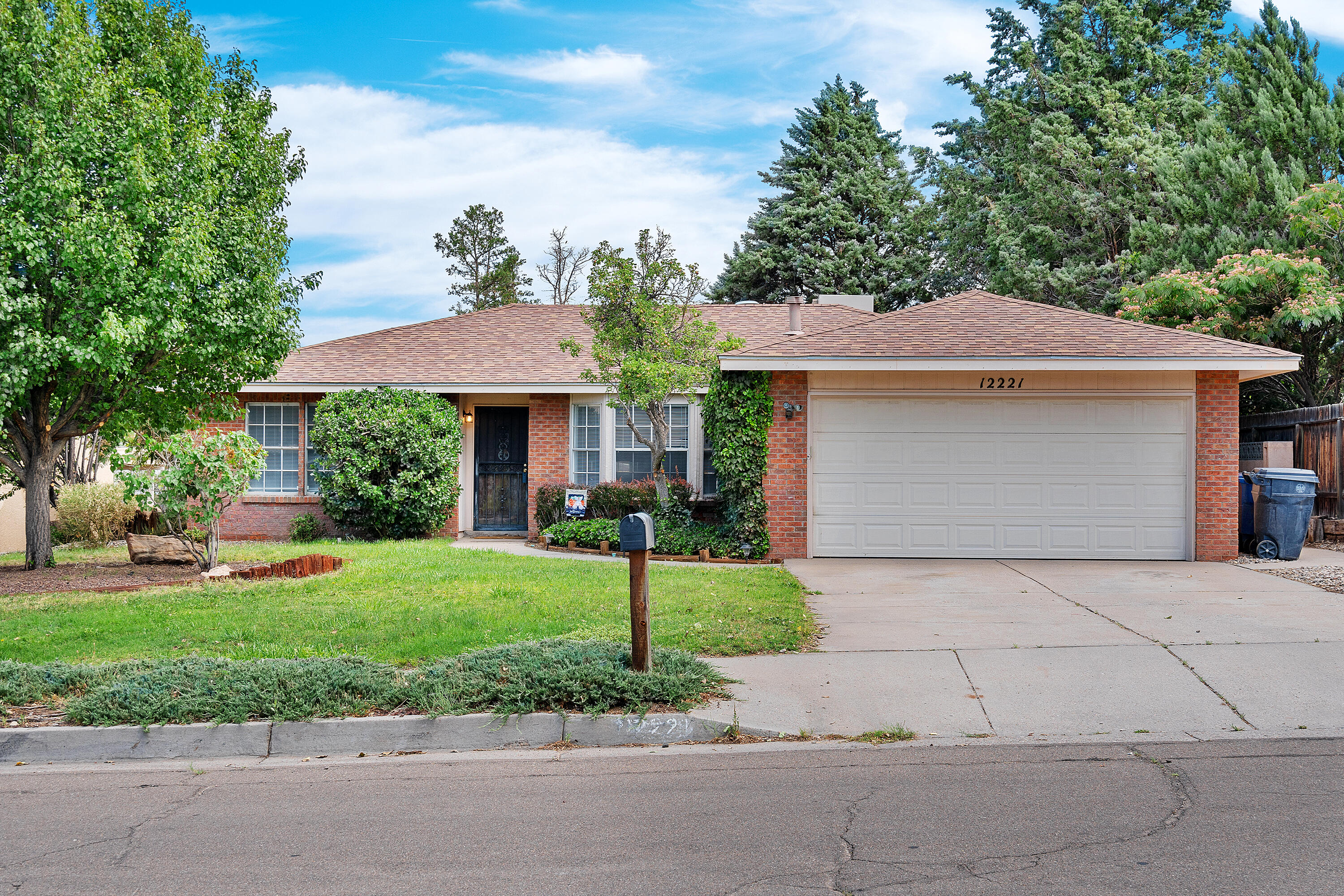 Talk a look at this lovely 3 bed 2 bath Brentwood Hills home! Located in a popular neighborhood just seconds away from a beautiful park and everything else you could need. Recent updates include roof, water heater, flooring and evaporative cooling unit. Add a 2 car garage and a huge, peaceful front and back yard, this home is ready for its new owner. Come take a look before it's gone!