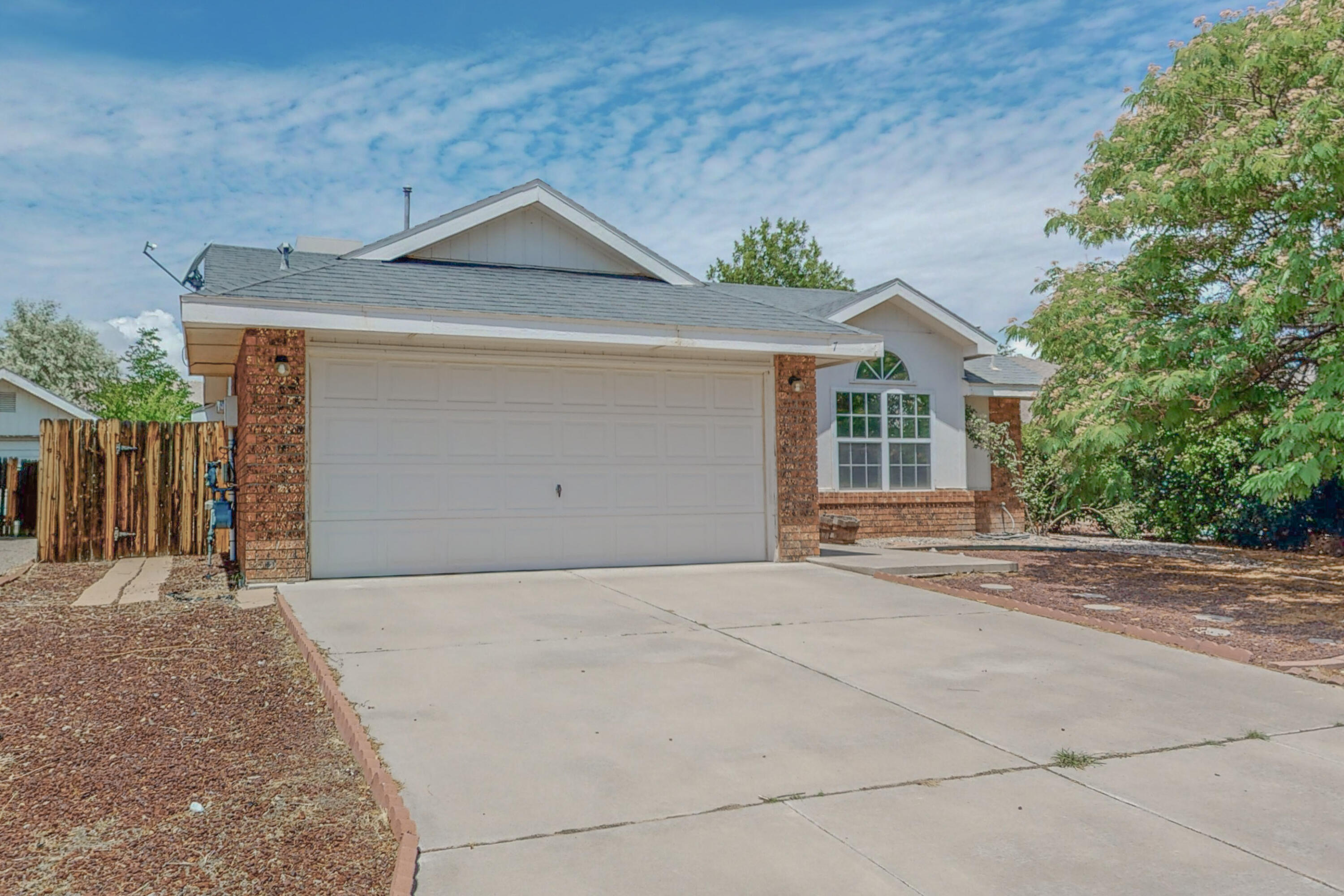 Great starter home, close to all schools, walking & biking trails!! This great Sivage Thomas home has an open floorplan, cathedral ceilings, arch accents, ledges, and fireplace. Kitchen has big window, lots of cabinets, counter tops and pantry. Master has walking closet and garden tub in master bathroom. Nice size backyard with dog run and covered patio. A must see! Call for your private showing!!