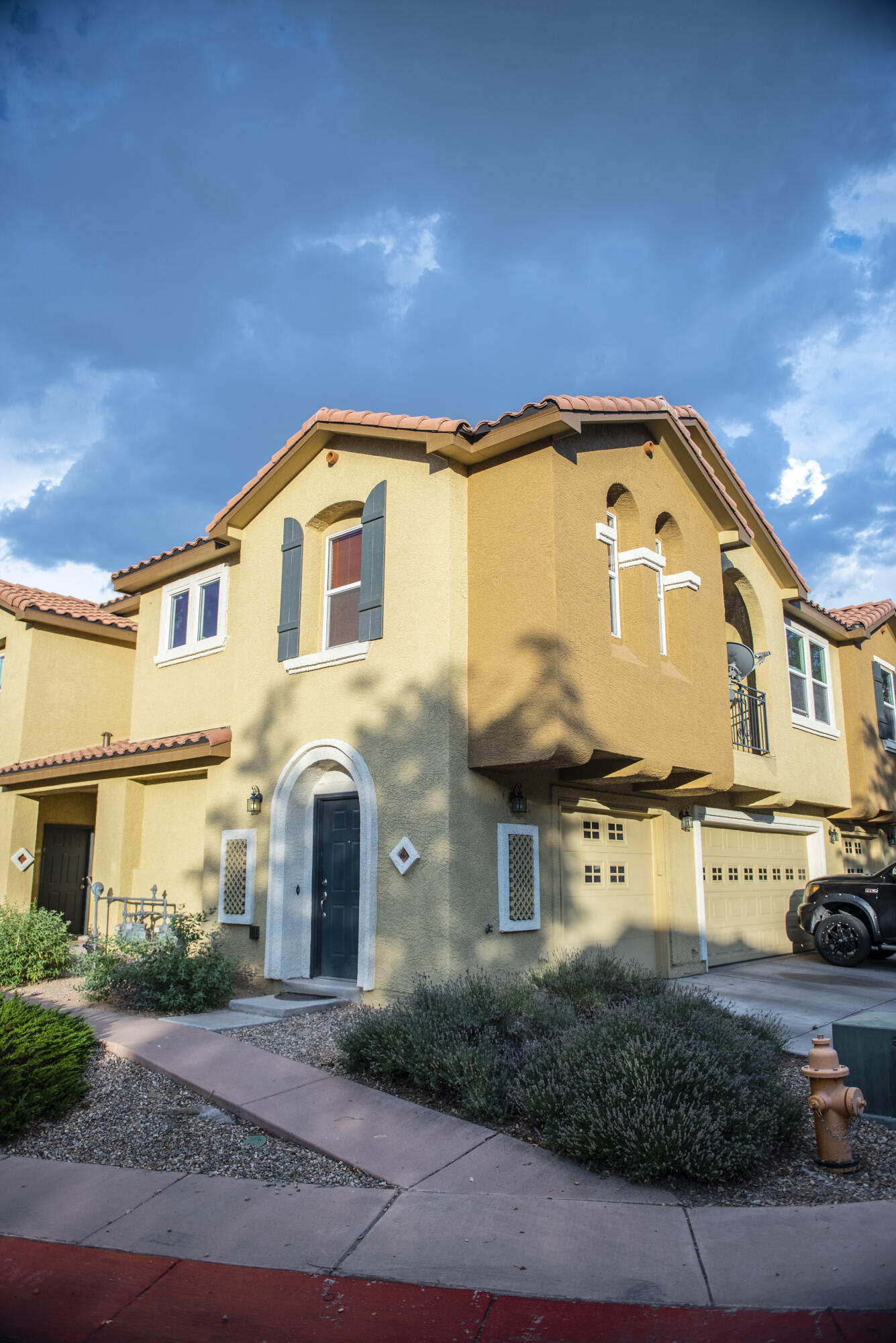 Centrally located condo! Close to UNM and shopping. Great community with a pool for those Hot Albuquerque days. All appliances stay! HOA features - Community Pool - Maintenance of Exterior of Residence - Maintenance of Front Landscape - Clubhouse - Common Area - and Gated Security.