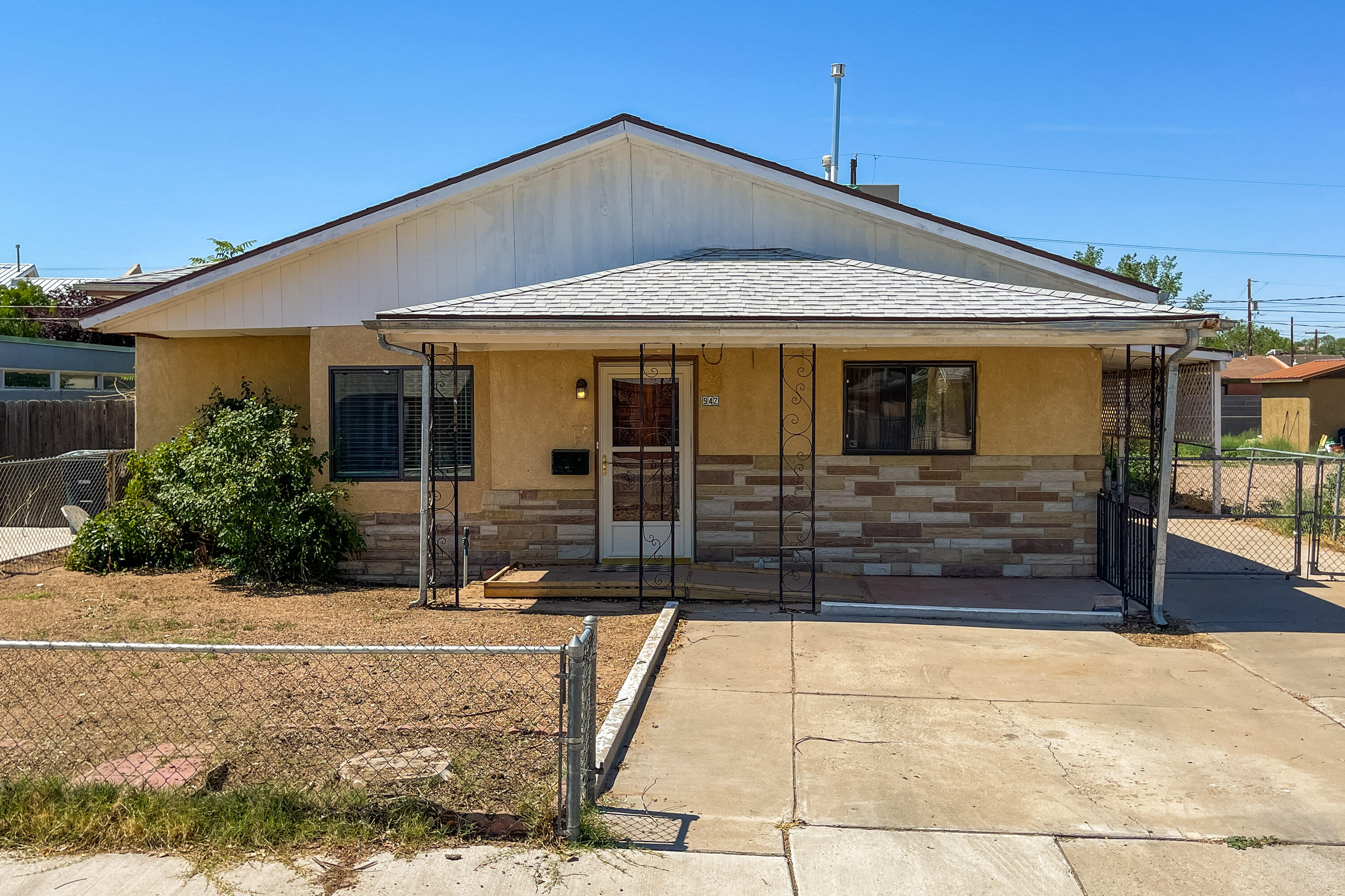 Lots of living space in this North Valley Charmer.  Two Living areas, Three bedroom, two bath Home. New carpet just installed. Large pantry storage area off of  the kitchen. extra Large back yard with a storage shed. Separate Laundry room with a sink.  Large Carport & Backyard Access. A Great Place to Call Home! Take a Look Today!