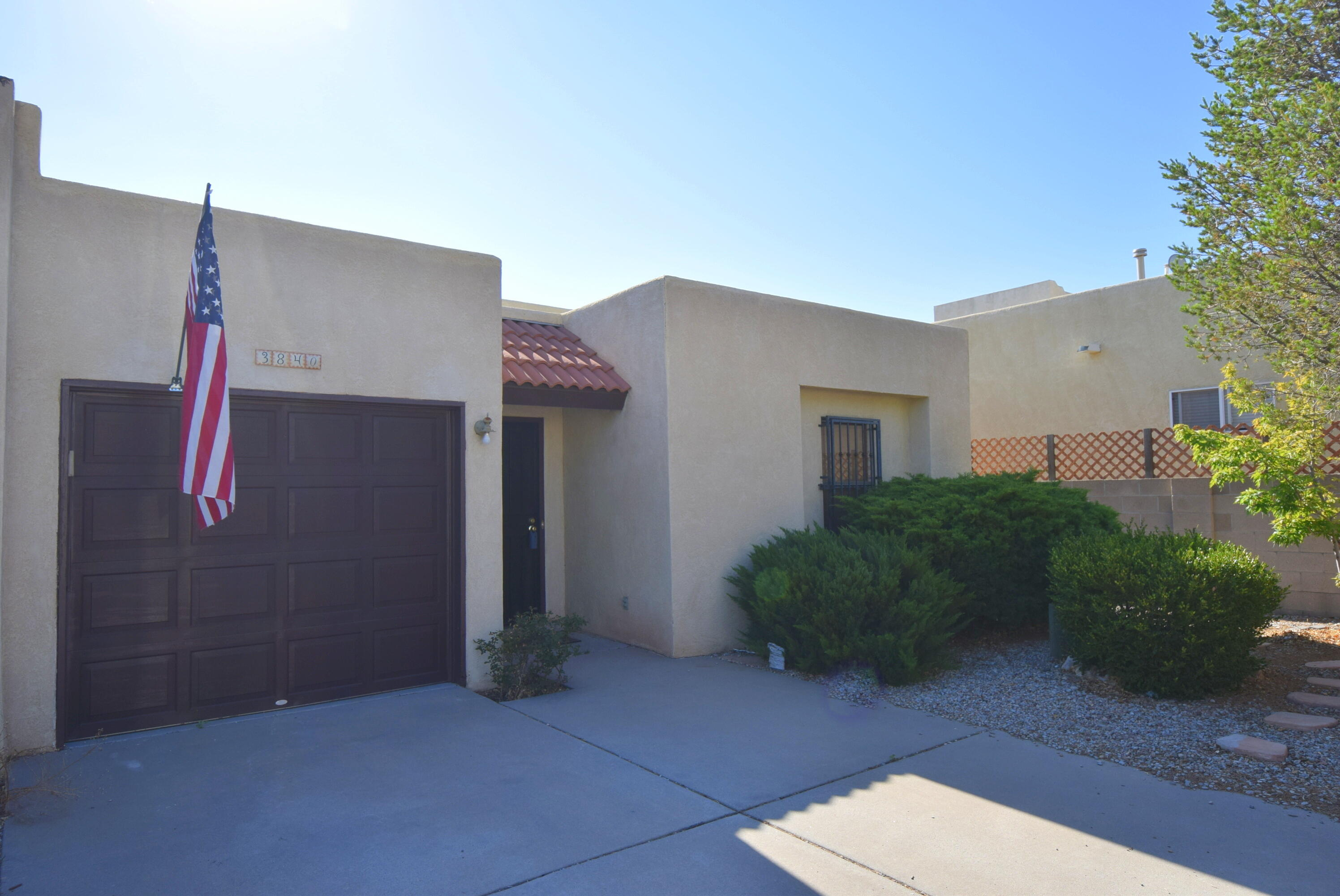 Must see this cozy townhome! Gourmet Kitchen with solid surface counters, stunning cherry cabinets and stainless appliances. Open floorplan offers ease of entertaining. Refrigerated air, water softener, skylights and views of the Sandias. Conveniently located to I40, shopping, restaurants and main streets.
