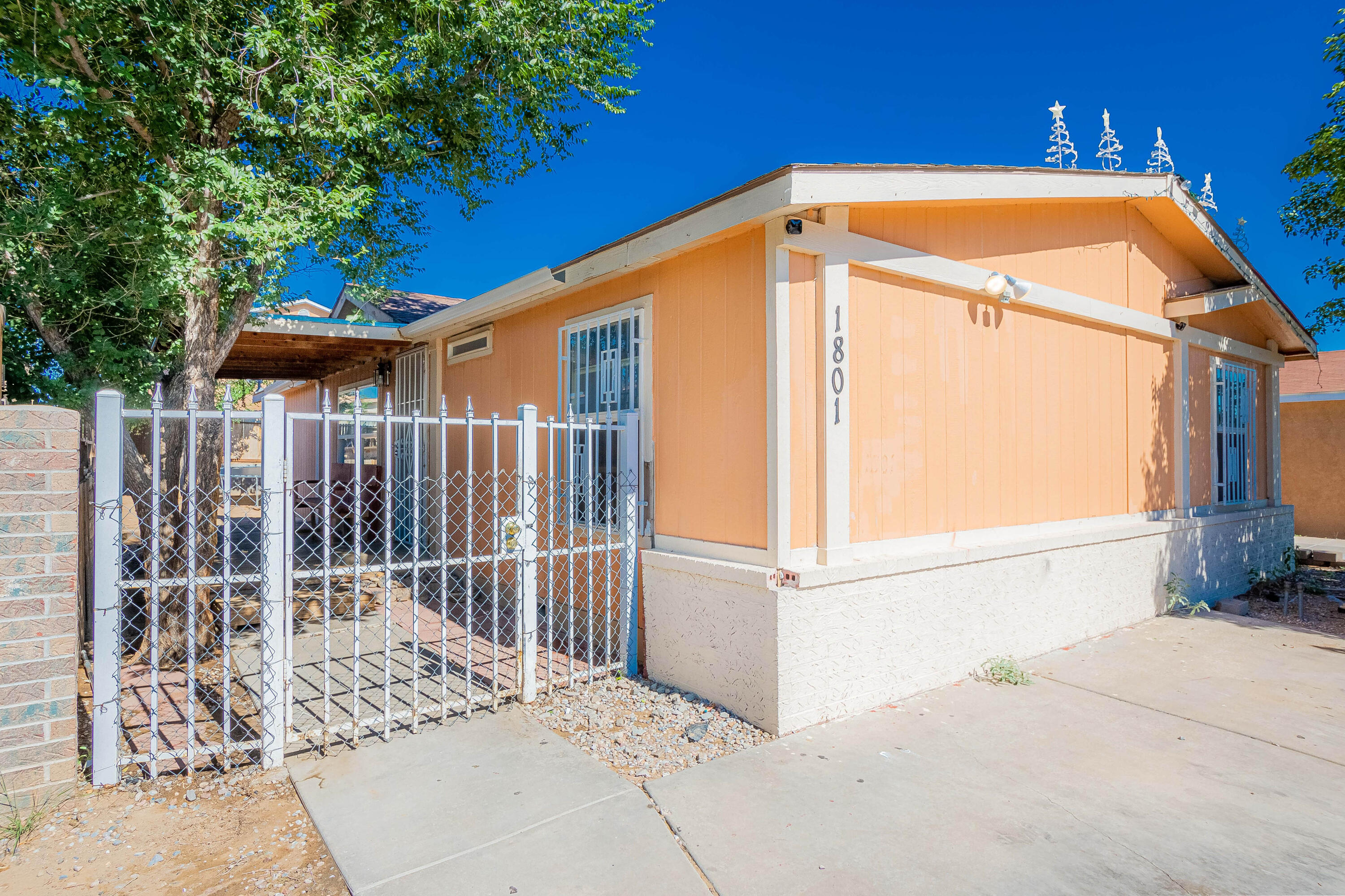 Come check out this 3 bedroom, 2 bathroom manufactured home on permanent foundation. Motivated seller, don't miss out on this perfect starter home!