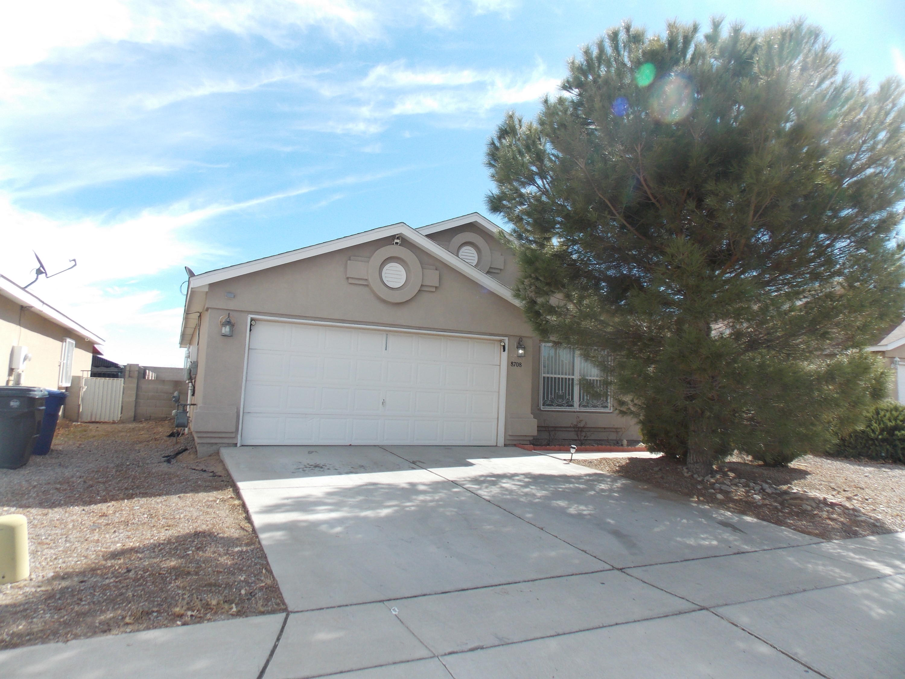 Move in ready home, 3 bedrooms, 2 baths home with  good size rooms, Open floor plan,Laminate wood flooring. Refrigerated air. living room is inviting with vaulted ceilings, Master bedroom has walking closet. Good  size backyard. .