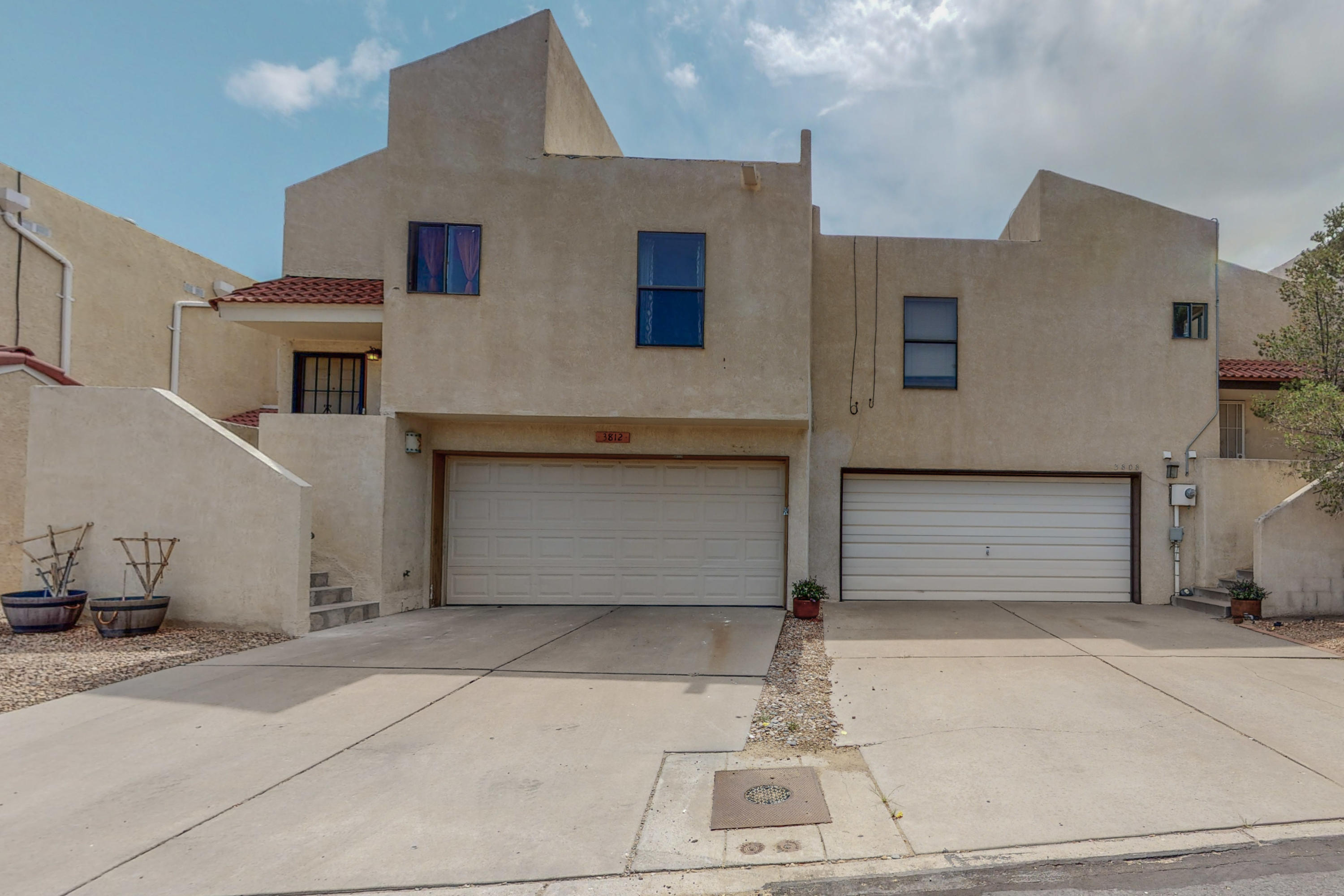 This home is close to everything Food, groceries quick access to I-40! Across from Ladera Golf Course, Near St. Pius X High School.  Come and see this Great home.