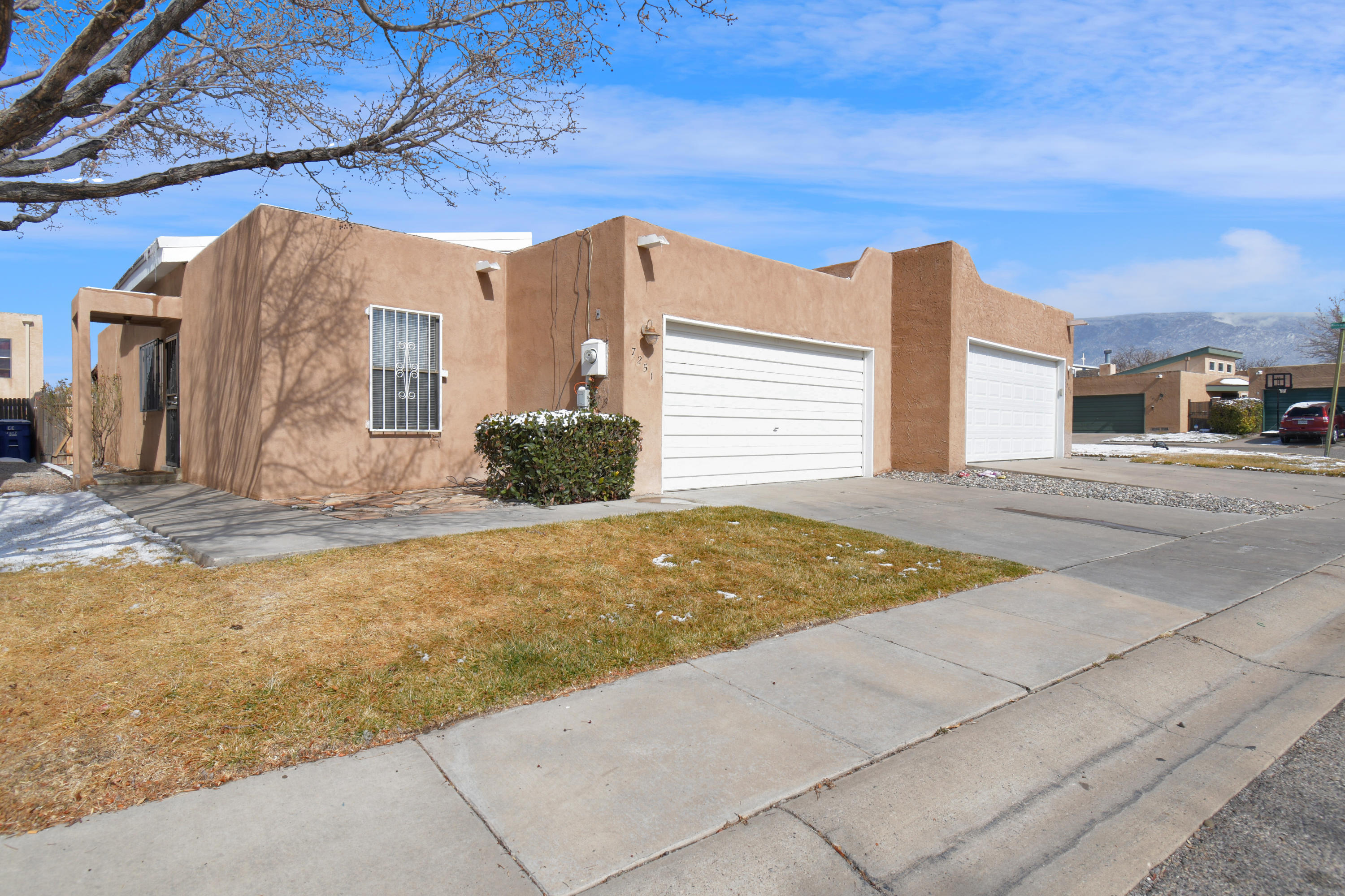 You Will Feel Right At Home In This Inviting Townhome. Just One Block To All The Shops @ Paseo & Wyoming. The Open Floorplan Offers A Large Living Room With Vaulted Ceilings & Clerestory Windows. New Roof 2019, New Furnace 2021. Hard To Find Location. Refrigerator, Washer & Dryer Stay!
