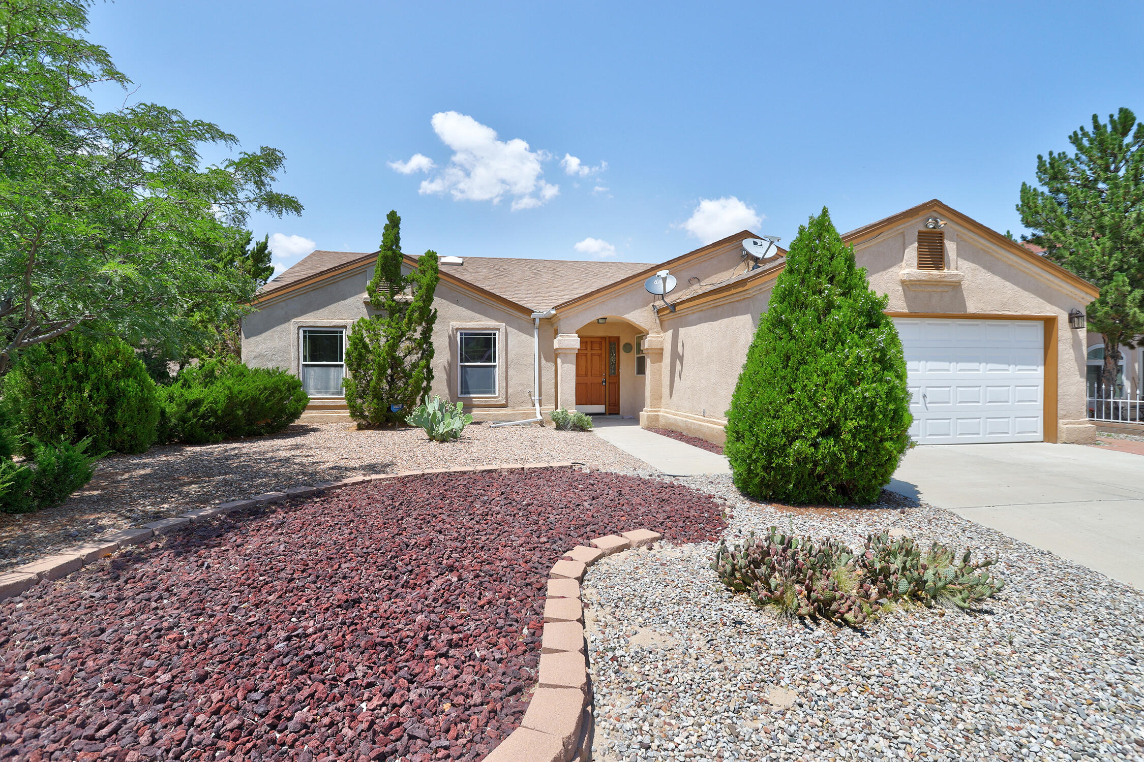 Move in Ready with Great floor plan.   New Paint, New carpet, New granite counter tops, New stainless steel appliances, New fixtures.  Property has open floor plan with mature landscaping and refrigerated air.