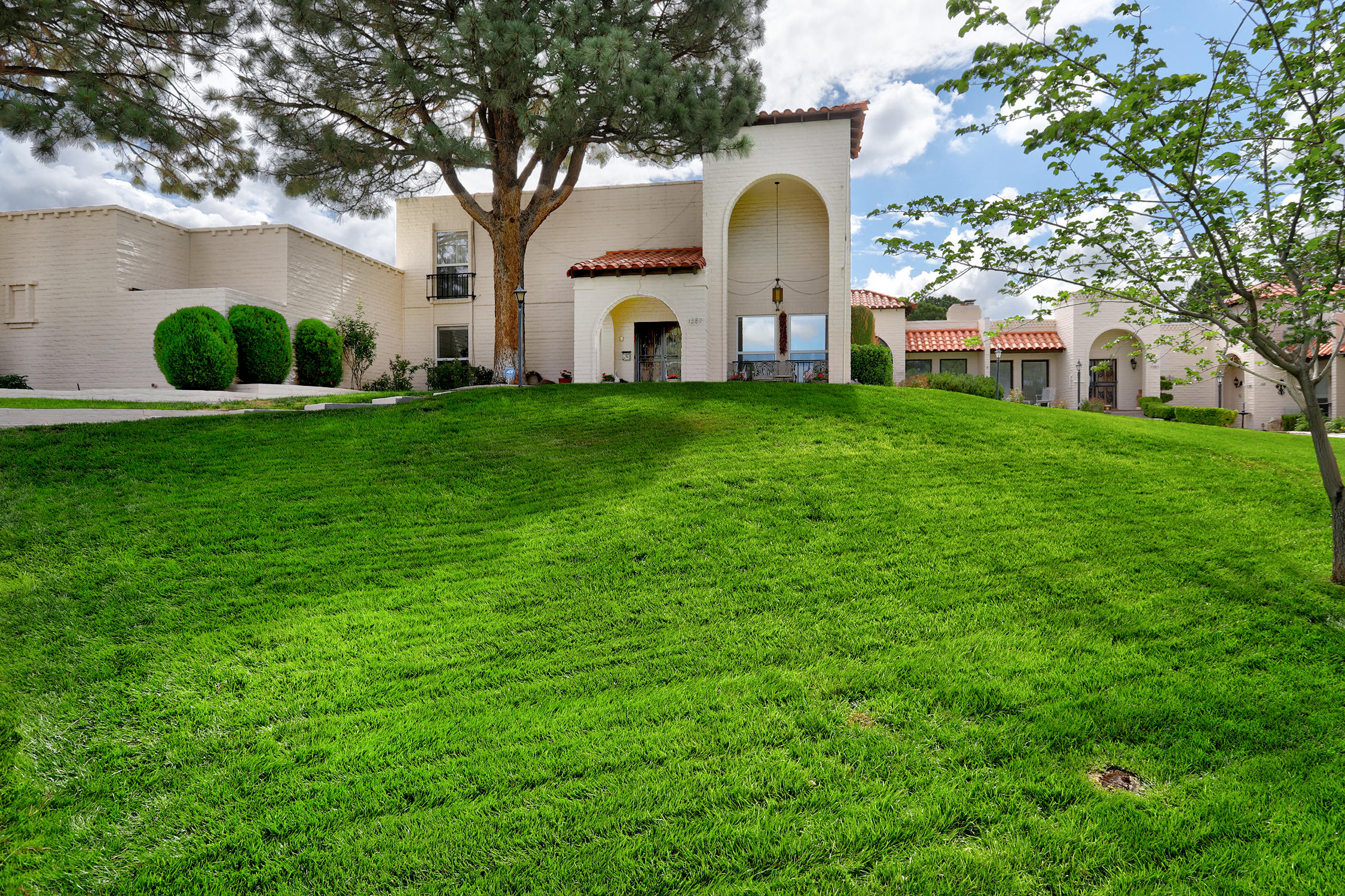 Have it all in this Beautiful Town home Located in the community of Villa Serena in FOUR HILLS w golf course & country club! Spacious, Light, Bright & Airy Floorplan w VIEWS! Soaring Beamed Ceiling w Skylights & Dramatic Fireplace, easy ambiance on cozy nights! Updated Kitchen w granite counter, tile back splash, Under cabinets lighting over kitchen counters + more. Master Bedroom w walk-in closet & grand bathroom w double sinks, a button that activates a recirculating pump from tankless water heater + Master is Downstairs Separate from other bedrooms. Light filled Sunroom/Studio/Office/Work Out Room is heated PLUS skylights. 2 bedrooms up & an OUTSTANING VIEW Balcony! Designer chandelier & light fixtures are matching, Alarm system is wired w WIFI ++ WOW Ready for you to Enjoy!