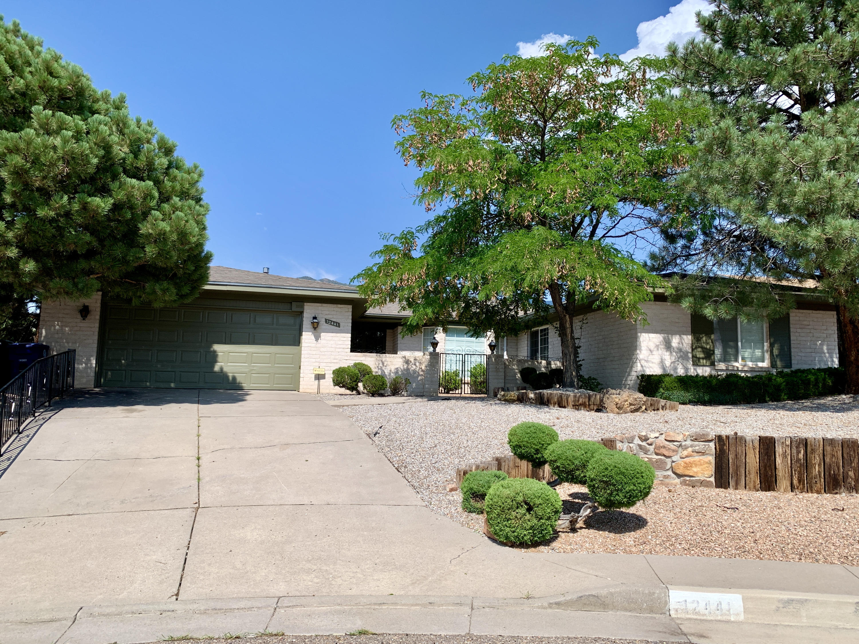Spacious 4 bedroom, 4 bath single story home with wonderful floorplan located on a quiet cul-de-sac lot. Gorgeous kitchen with granite countertops. Lovely condition w/  hard surface flooring throughout - NO CARPET. Mountain views, mature landscaping, low water use and easily maintained xeriscaped front/back yards. Updated with refrigerated air, newer appliances, newer toilets.