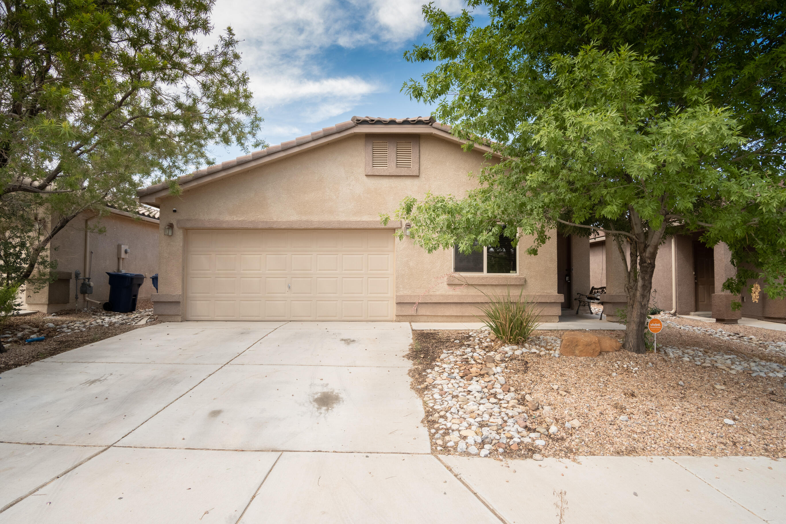 Wonderful chance to own this 3 bed 2 bath home with an open floor plan for under 200K! Great Los Lunas location, close to shopping, parks and freeway! Call to schedule your showing today!