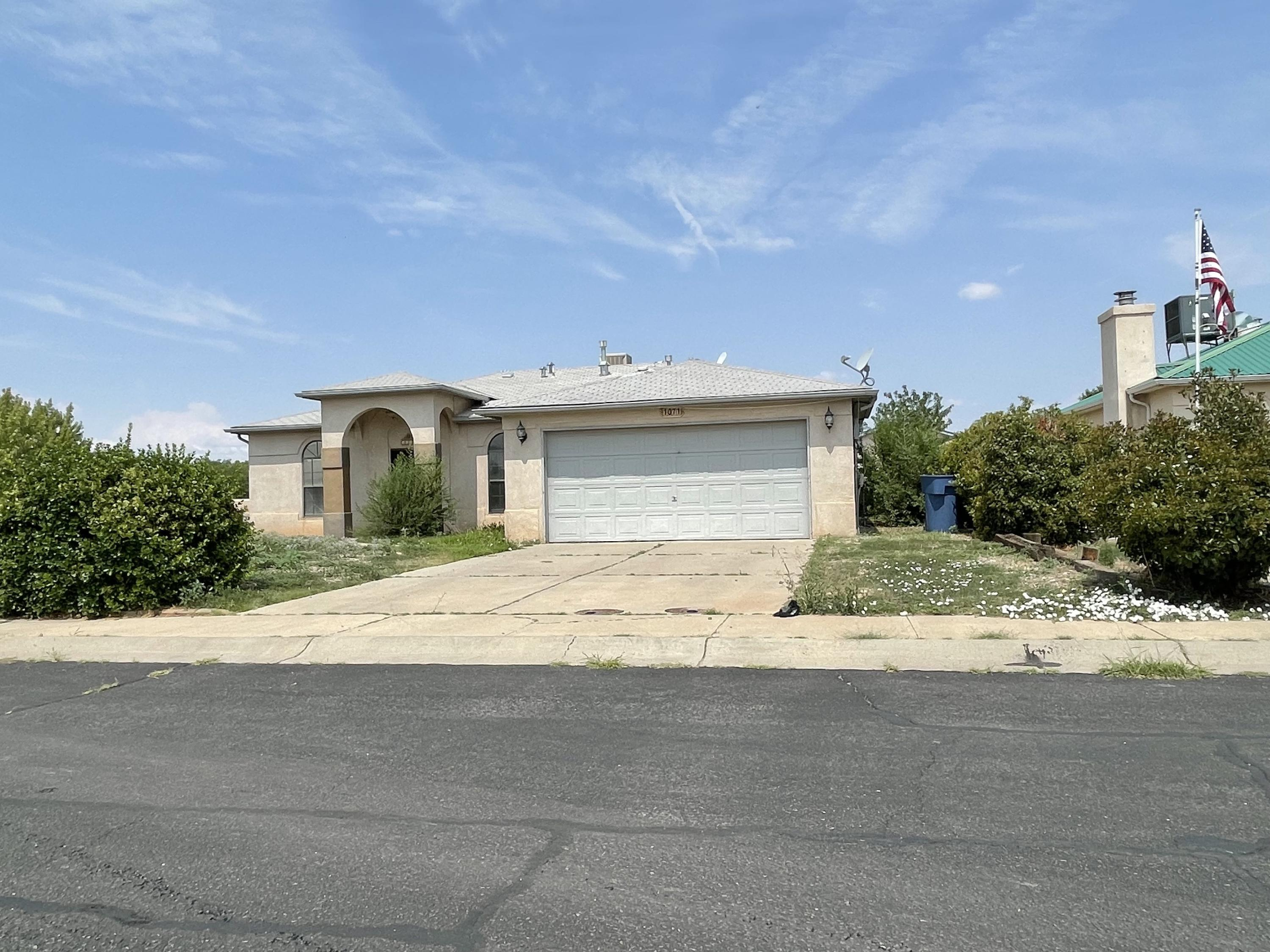 Great location in the heart of Los Lunas!!!  This nice size three bedroom, two bathroom home includes a nice size living room, an open dining room that leads to the backyard, a country kitchen with lots of cabinets, a breakfast bar, a free standing gas stove and dishwasher, the laundry service room is located just off the kitchen, and located on a nice corner lot with a large fenced in backyard.  Call today for details.