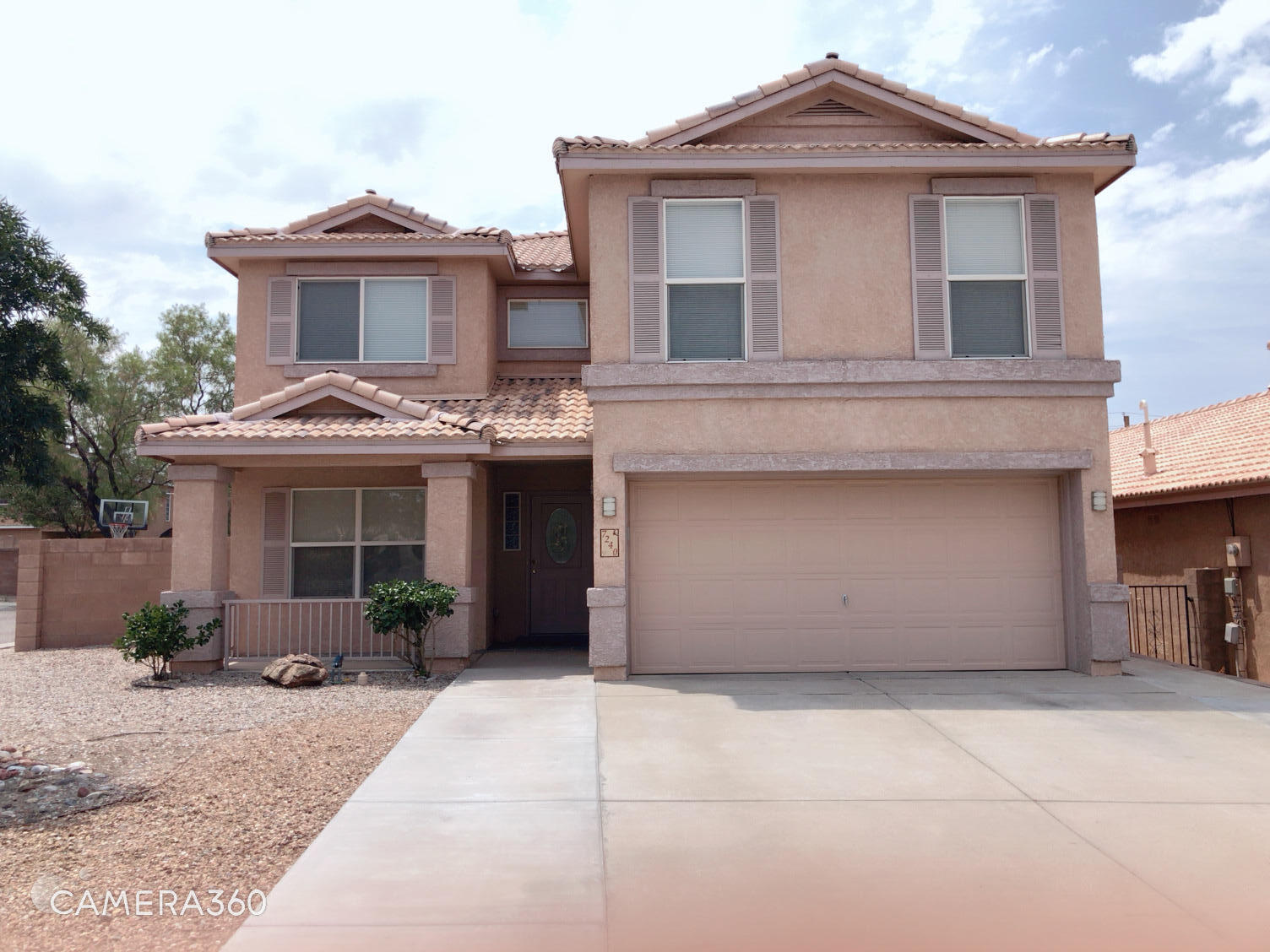 Corner lot with cozy floor plan, ready to move in, Nice and big patio and backyard. school district