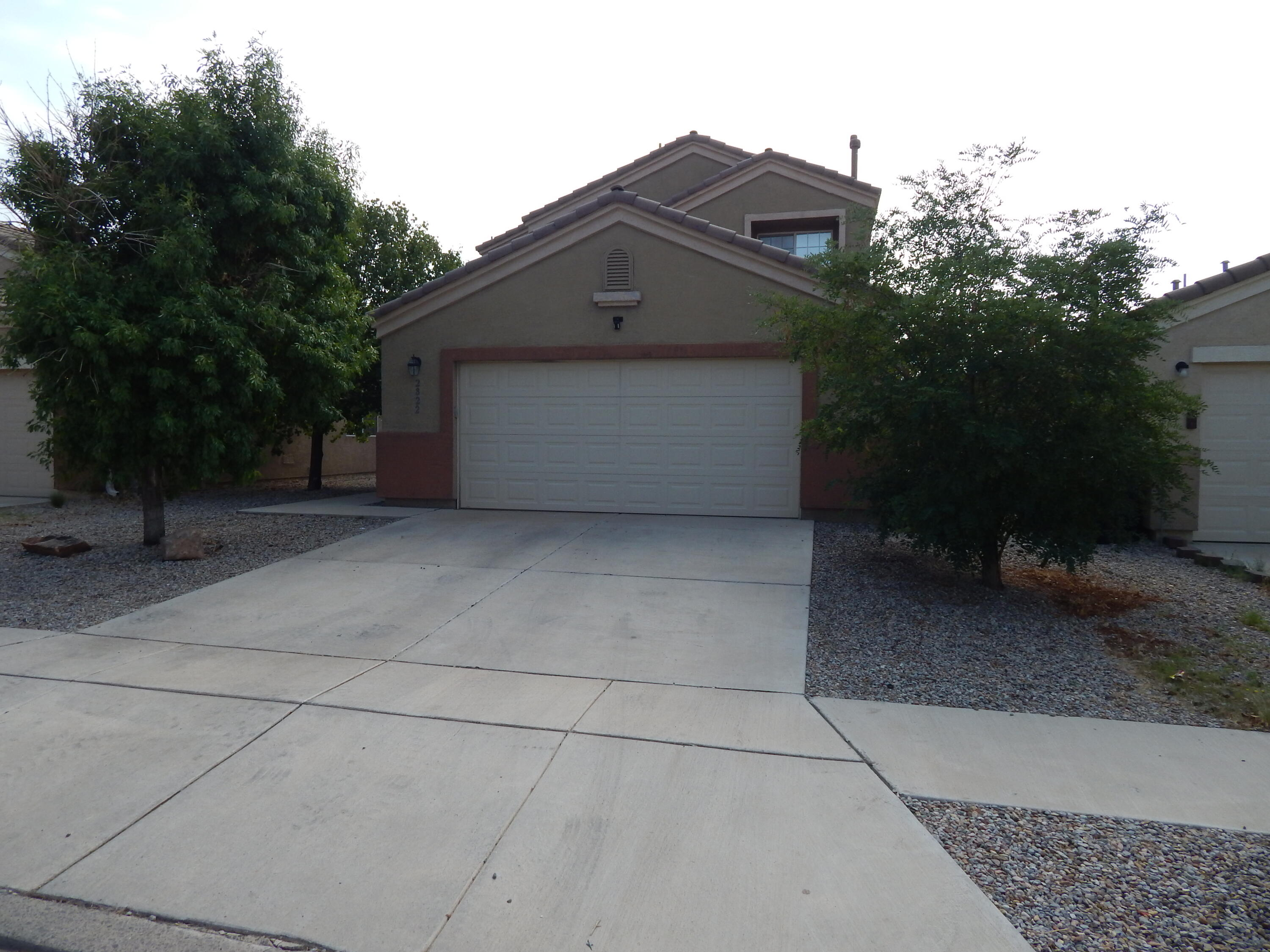 Beautiful Home with Large Kitchen and Spacious Living Room. Bedrooms on both levels. Well placed Shade Trees and Back Yard that faces East affords an opportunity to enjoy Cool Evenings Outside. Tastefull Master Suite Layout with Separate Shower in Master Bath. Refrigerated Air and Large Laundry Room, this Home has Everything you want!