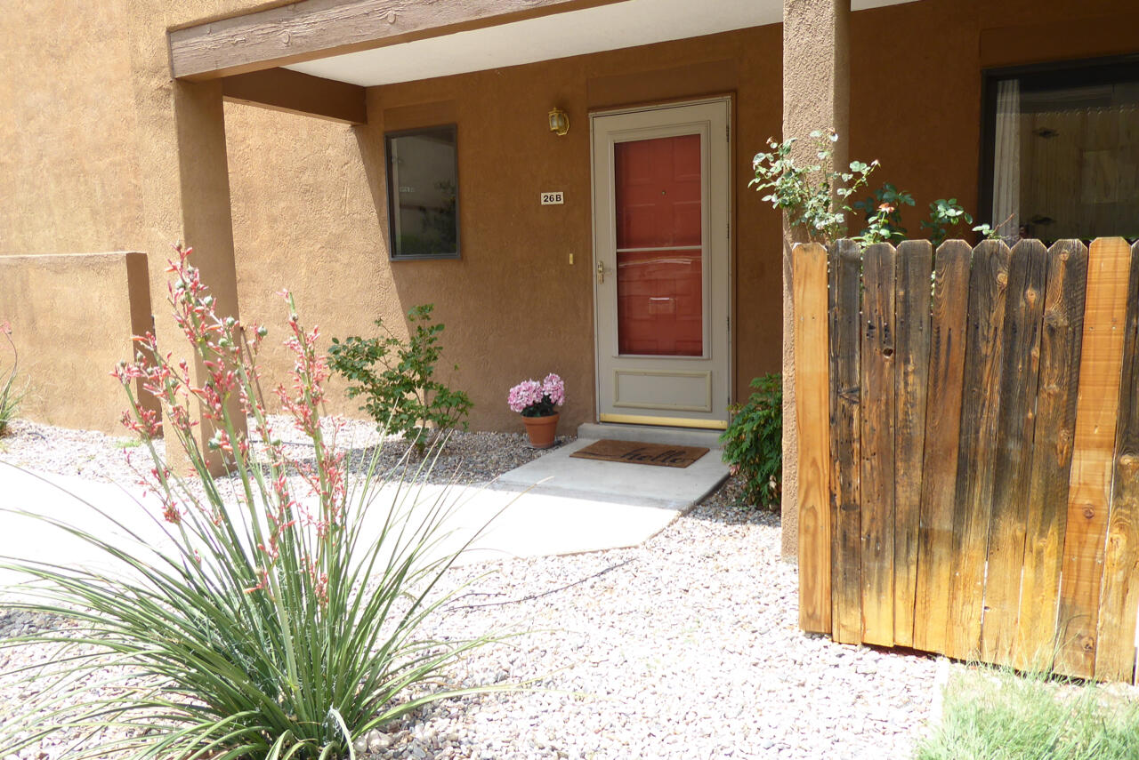 Nestled in the Foothills, this fabulous, move-in ready three bedroom Vista Del Rey condo has fresh paint throughout and all newer Anderson windows up. The main level has tile flooring, including the half bath and utility room. There is brand new carpeting on the stairs and all bedrooms on the upper level. The spacious living area has a cozy wood burning fireplace and opens to a charming covered patio with lovely mountain views.  The owner's bedroom boasts mountain views and an en-suite with a walk-in shower. There are two other bedrooms, one with a large walk-in closet and the other with fantastic mountain views.  Close to Casa Grande Linear Park and easy access to Piedra Lisa Canyon Trail.
