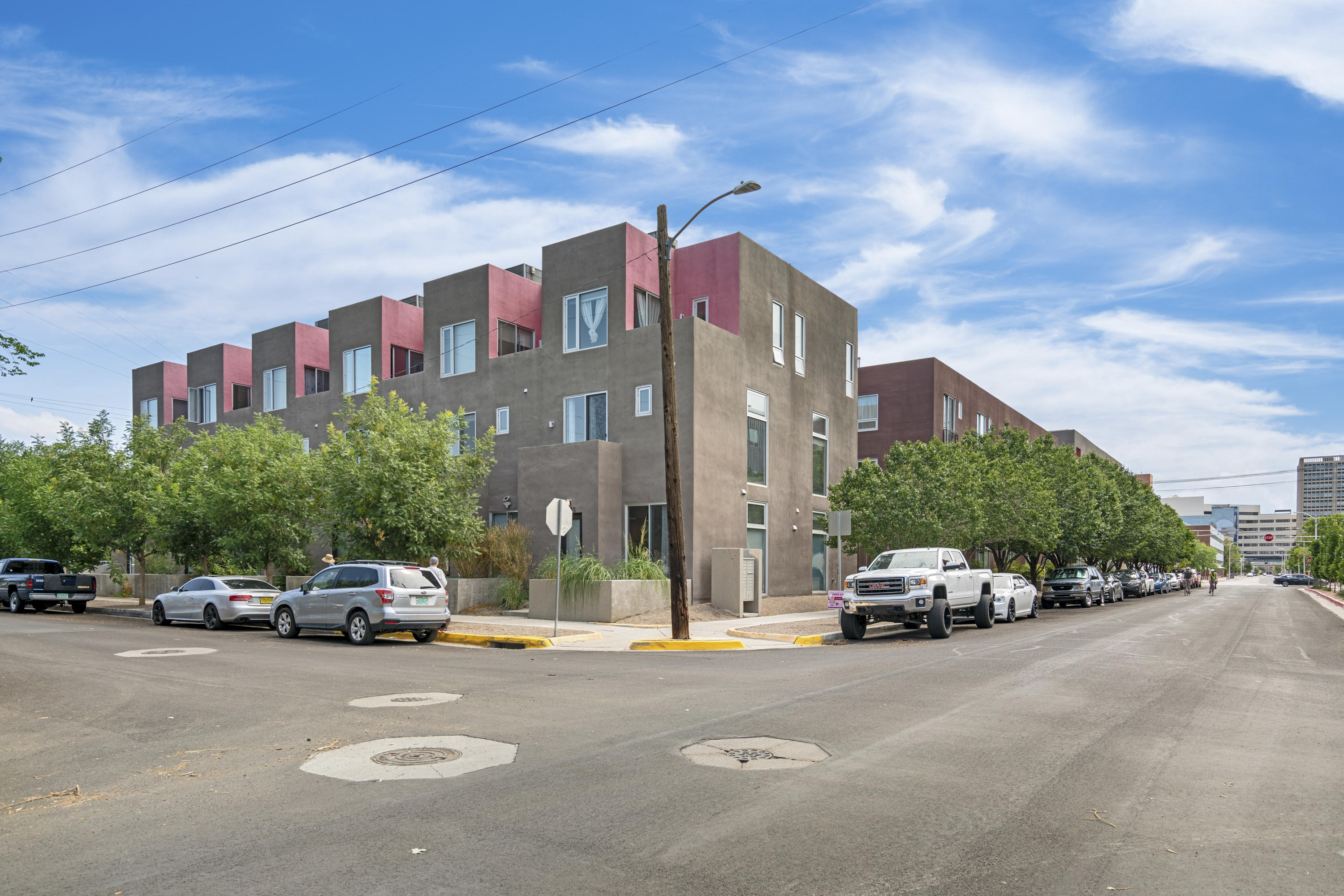 Don't waste your money on a rental or dorm. This loft could be  perfect  for a UNM or CNM student (gated and secure). This great location is close to both, as well as downtown entertainment, shopping,  hospitals, the zoo and Bio Park.Very peaceful community courtyard. Refrigerator, washer and drier convey.