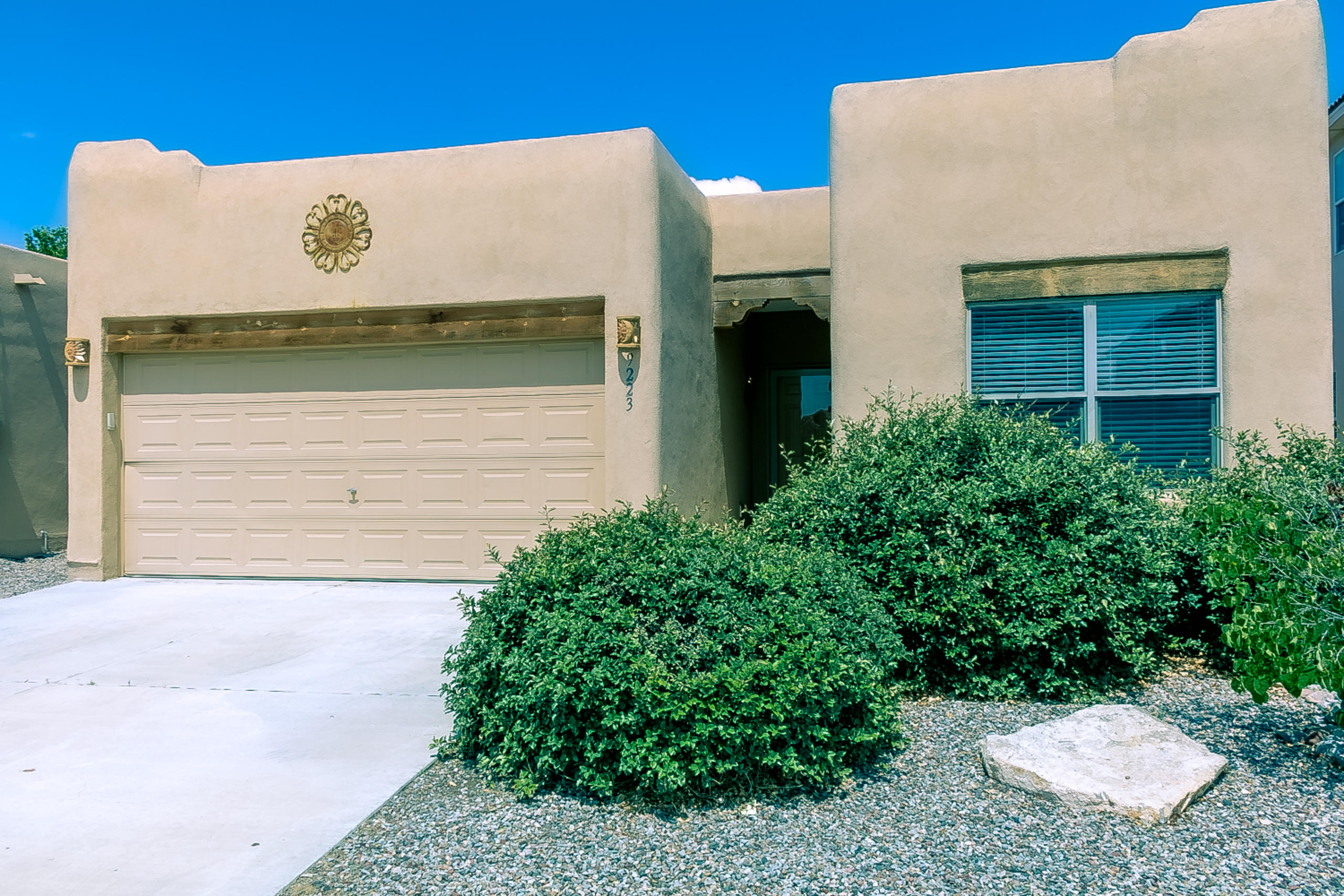 Convenient NW Albuquerque Location Ready for New Owners! This home features 3 bedrooms, 2 full bathrooms, 2 car garage & a open floor plan w/11' T&G ceilings in the main living area. Laminate floors in  great room & owners suite. Tile in all wet areas. New paint throughout . Kitchen features a island, breakfast bar, breakfast nook, pantry, oak cabinetry, built in microwave, gas range & refrigerator.  Large 17'X13' owners suite features a spacious walk-in closet, dbl sinks, walk-in shower w/dual shower heads & garden tub. Backyard includes brick pavers, lawn & raised wood deck for outdoor living space.  Additional features incl refrigerated Air Conditioning, vinyl dbl pane windows, carpet only in 2nd and 3rd bedrooms, ceiling fans throughout, custom gas log fireplace, Xeriscape front yard.