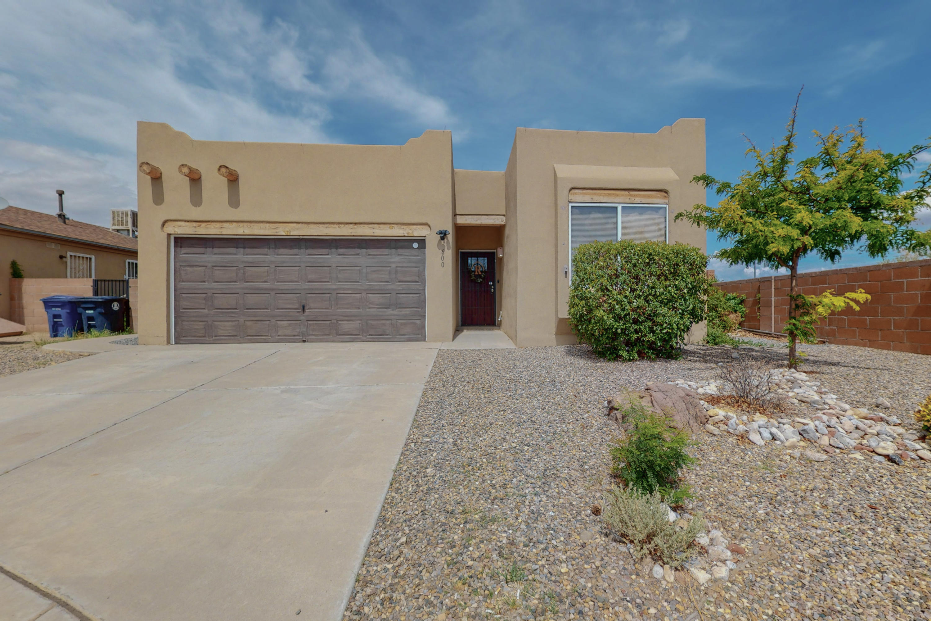 Welcome to this beautiful, single story home located at the end of a cul-de-sac! You'll love this perfectly flowing floor plan! The kitchen features stainless steel appliances, there is a breakfast nook and a living/dining area that is perfect for entertaining! Large master suite with a soak tub and separate shower. Refrigerated air and a low maintenance yard. Don't miss your opportunity to call this lovingly, maintained home your own!