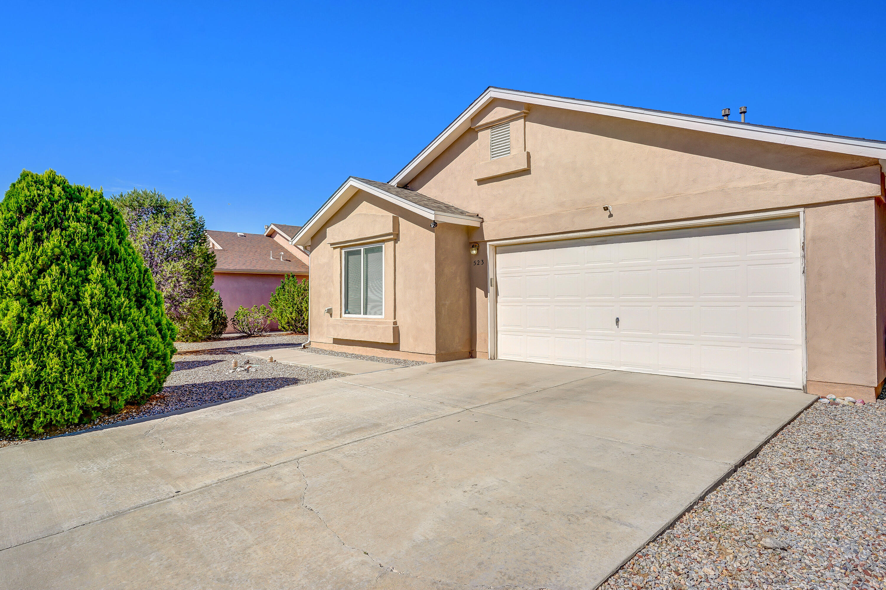 Wonderful 4 Bed 2 Bath in Mirabella.  Owner has switched to refrig air recently.  Huge living room, newer laminate flooring and lots of closet space with organization!   Large front and back with small amount of turf in backyard.  Easy upkeep! So close to shopping and to Sandia Base.  A must see!