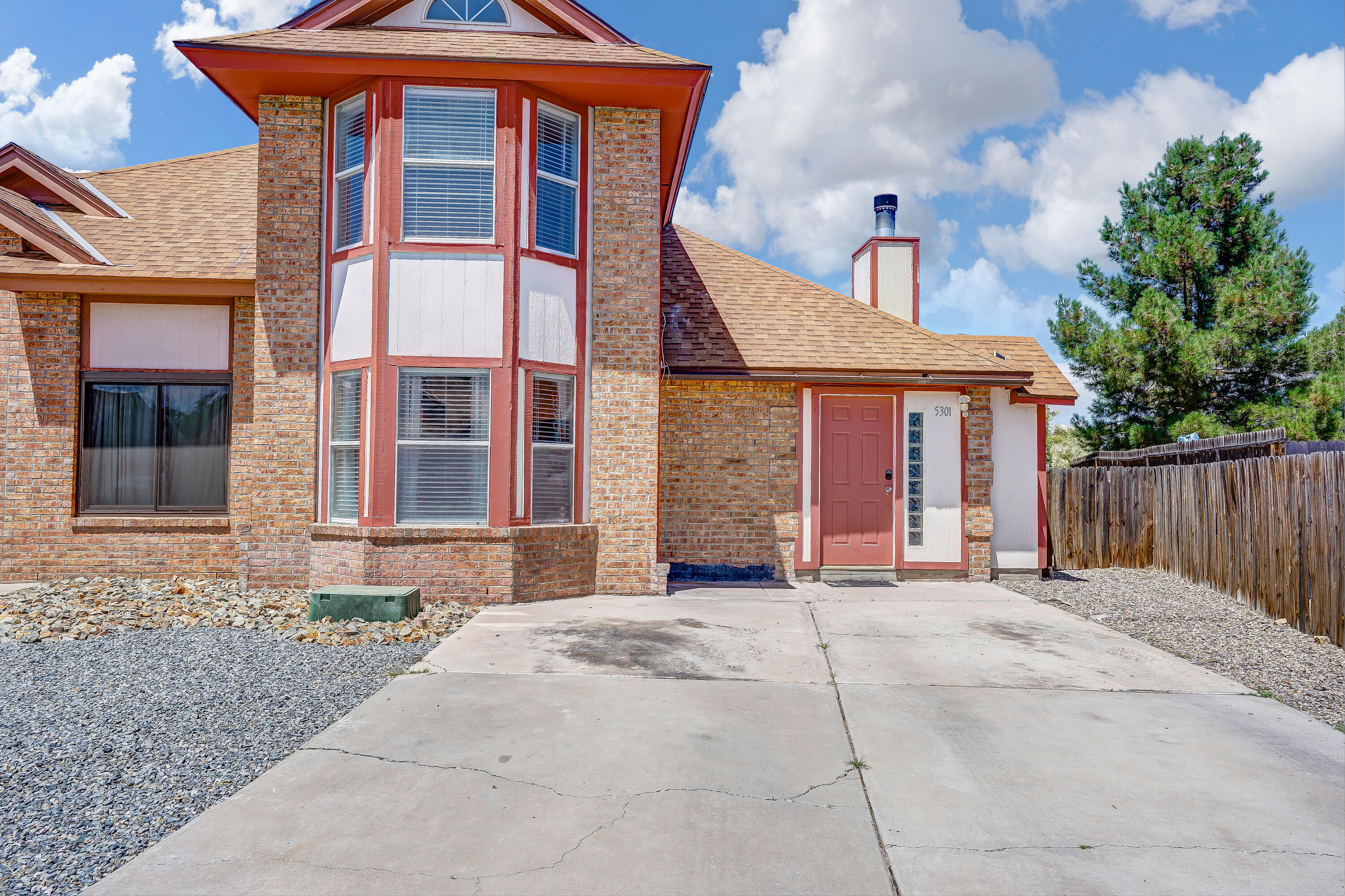 Welcome Home to this Taylor Ranch townhome! This home is located just minutes from both Bosque and Petroglyph walking trails, and Mariposa Basin park is just around the corner! This home features Cathedral ceilings, bay windows, and great natural light! Located on a large lot that has been partially landscaped already and offers mountain view, this home is perfect for all of your outdoor entertainment needs! Large unfinished backyard shed offers opportunity to finish to meet your needs. Don't miss out on this 3 bed, 2 bath home with updated light fixtures, newer kitchen appliances and carpet!