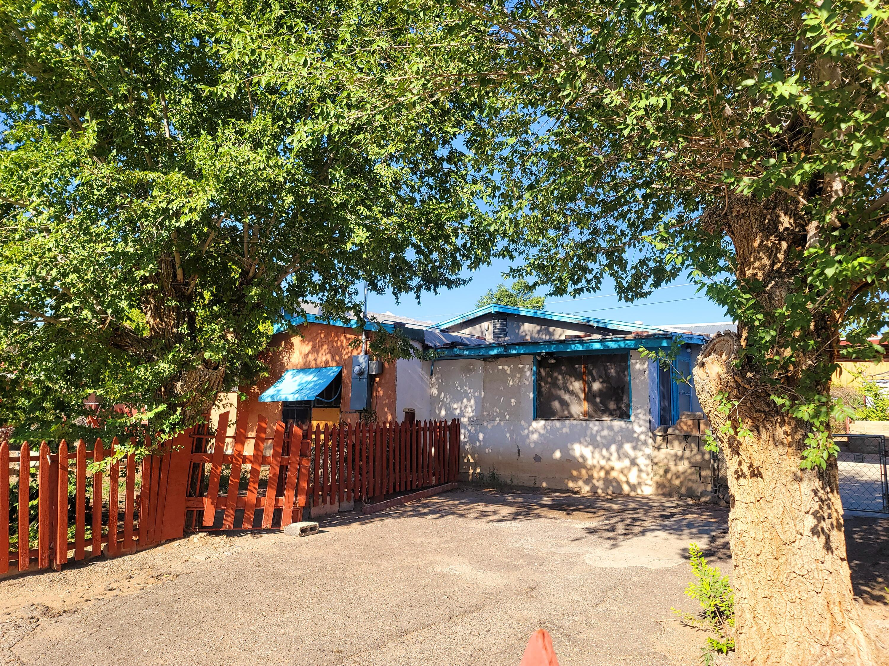 Great investment opportunity in the Northwest Valley! Four bedrooms 2 baths and 2 living areas. This spacious home has plenty of space inside and out and is ready for just a little TLC to make this house a home! Set up your viewing appointment now!