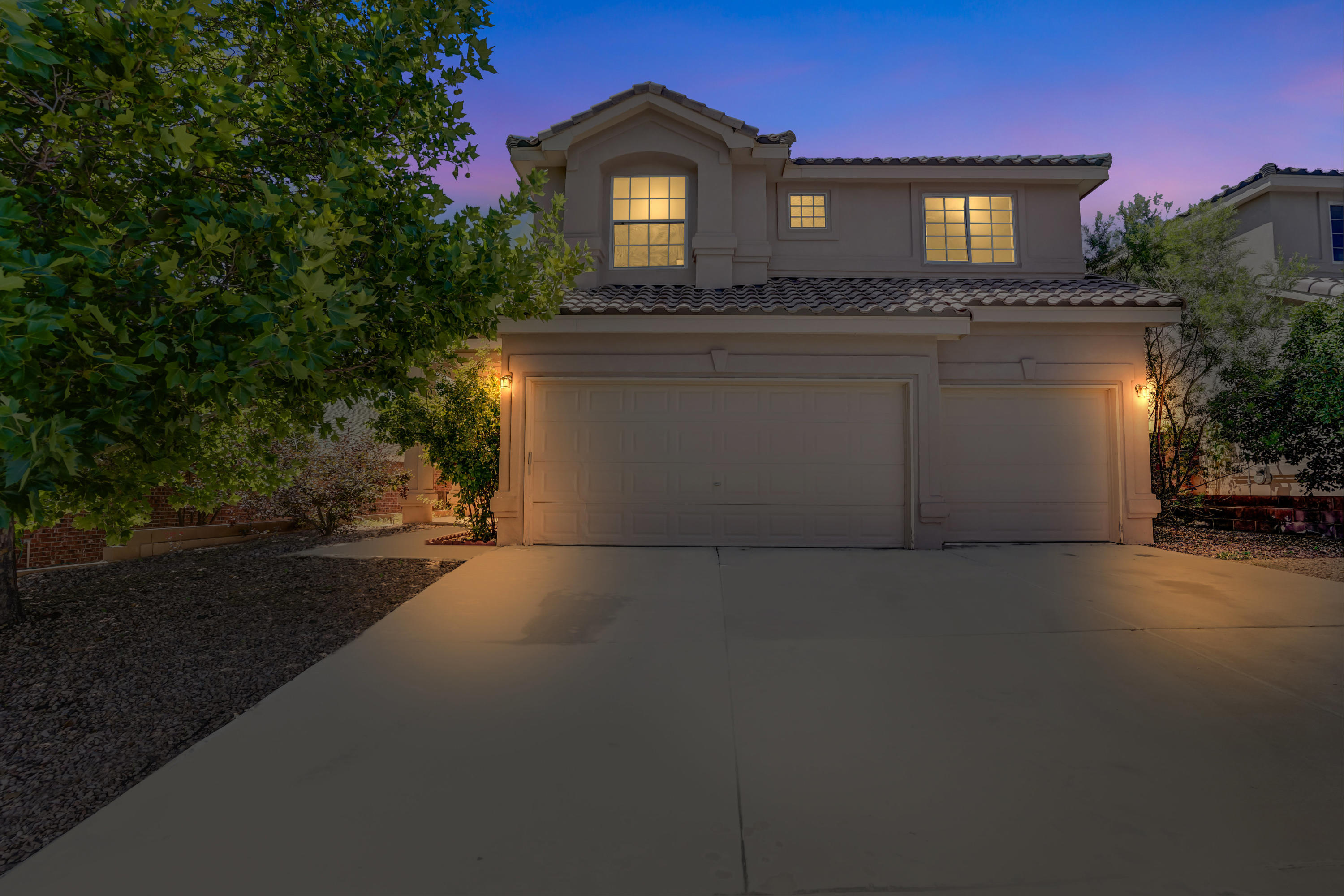 A fabulous Paradise West home with an amazing floorpan, lots of garage space, and bedrooms. This home will sell fast!